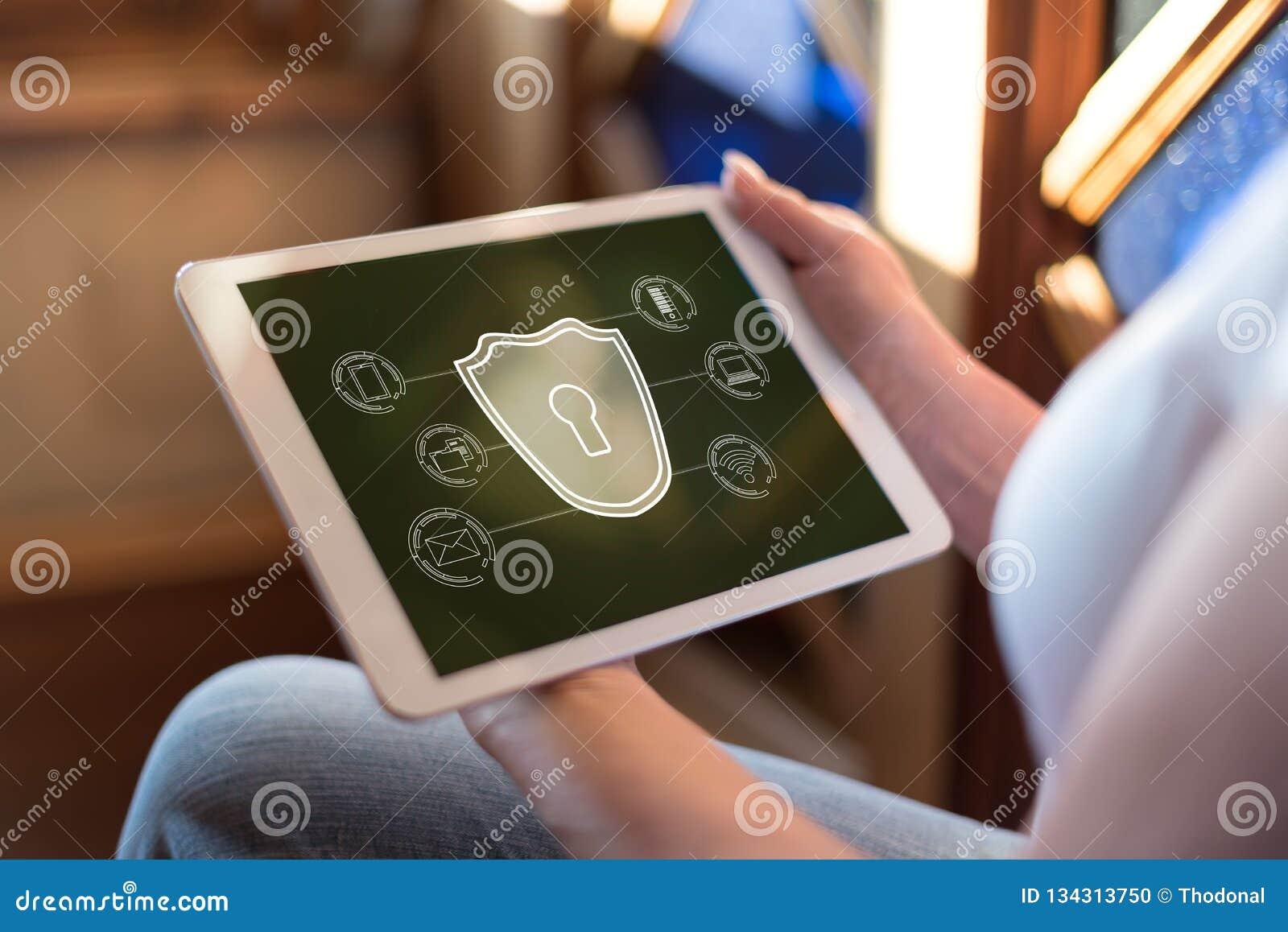 Conceito da segurança do Cyber em uma tabuleta
