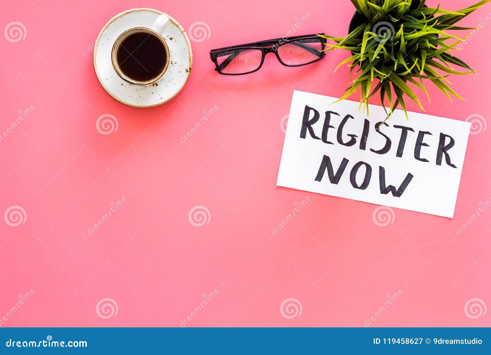 Conceito da sociedade Molde para o registro Registrar agora a mesa com vidros, café da palavra do iconon da rotulação da mão, pla