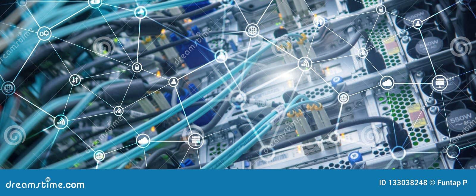 Conceito da telecomunicação com fundo abstrato da sala da estrutura e do servidor de rede