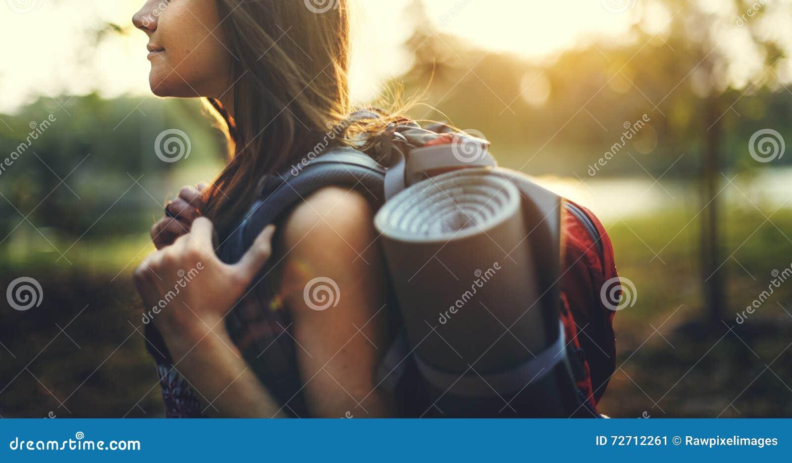 Conceito da viagem da natureza do estilo de vida do viajante do pombo do desejo por viajar