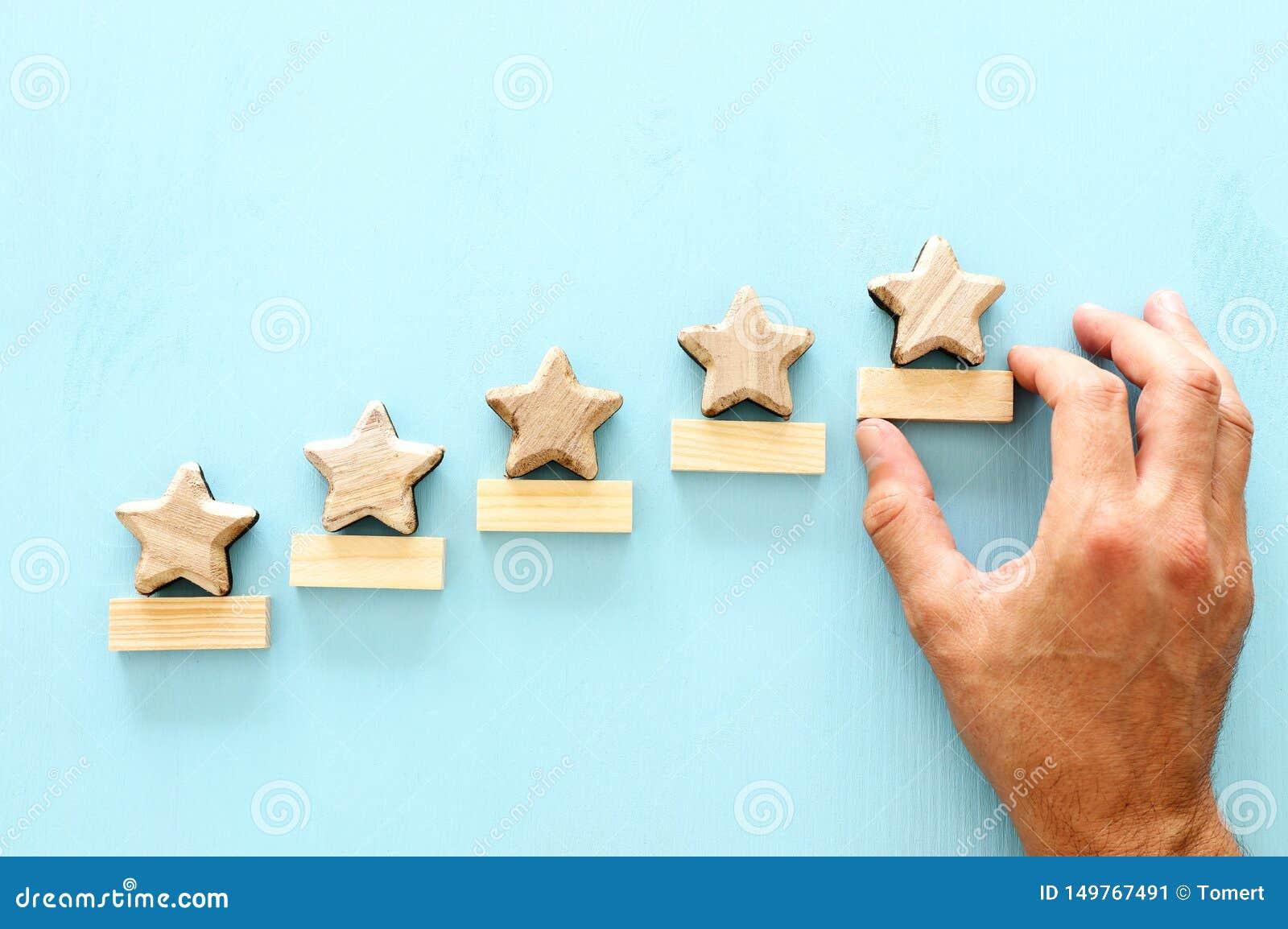 Conceito de ajustar um objetivo de cinco estrelas aumente a ideia da avalia??o ou da classifica??o, da avalia??o e da classifica?