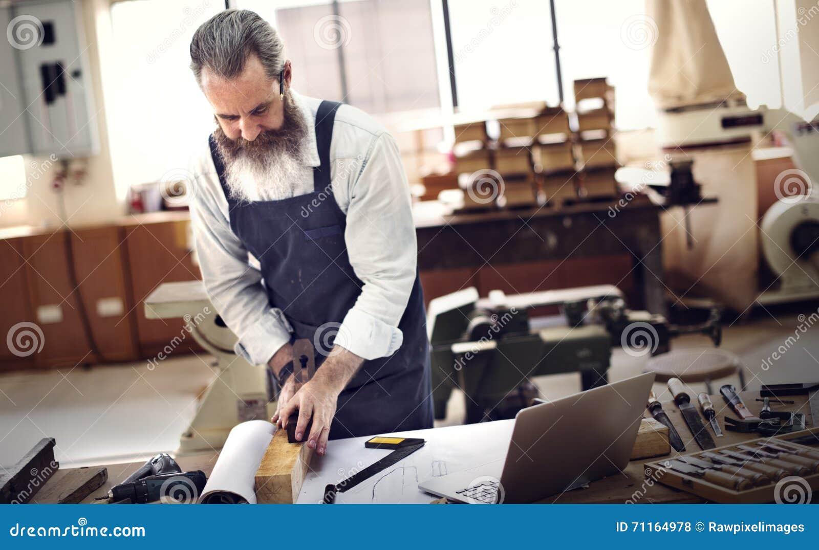 Conceito de Occupation Craftsmanship Carpentry do trabalhador manual
