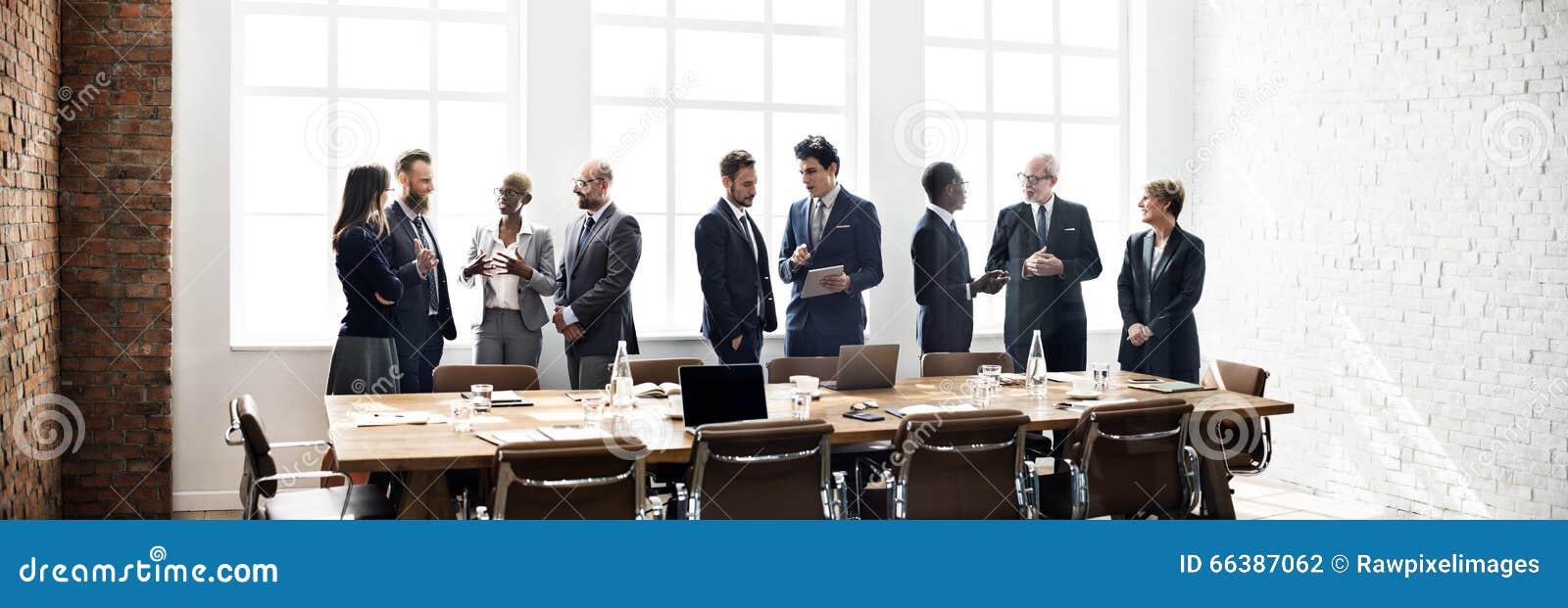 Conceito de trabalho da estratégia da discussão da reunião de unidade de negócio