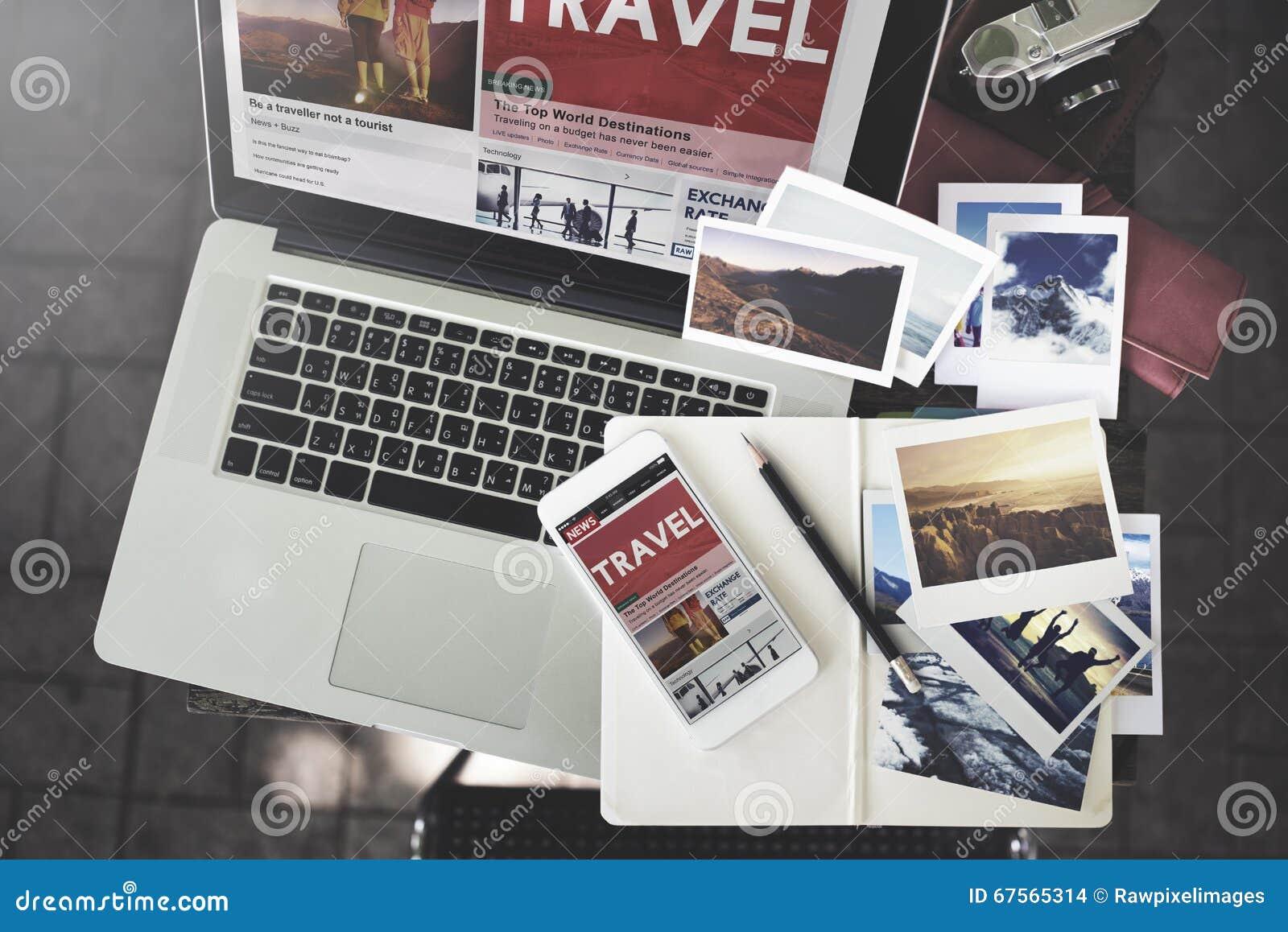 Conceito de viagem da tecnologia do portátil das férias do feriado do curso