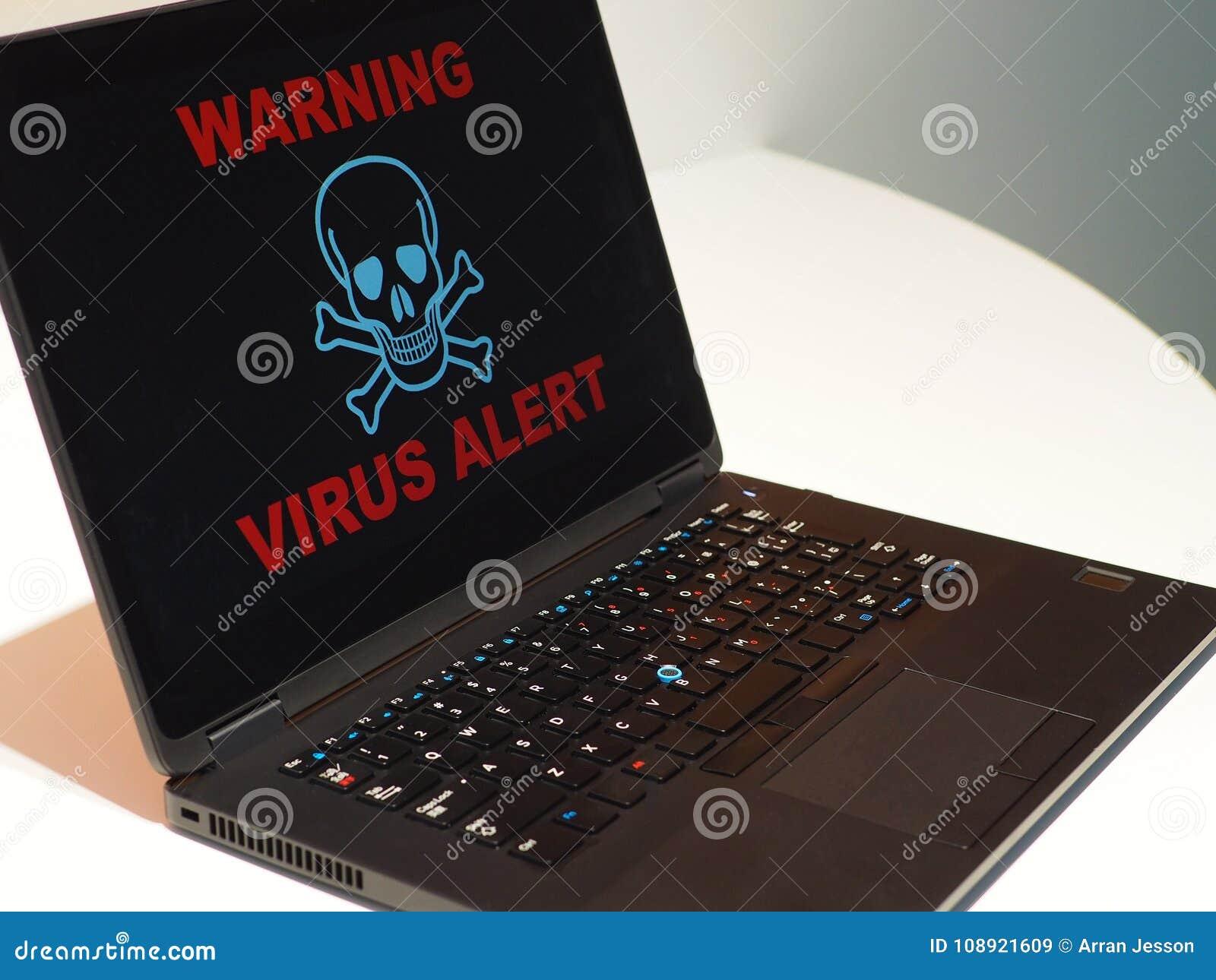 Conceito do alerta do vírus de computador Advertência no portátil