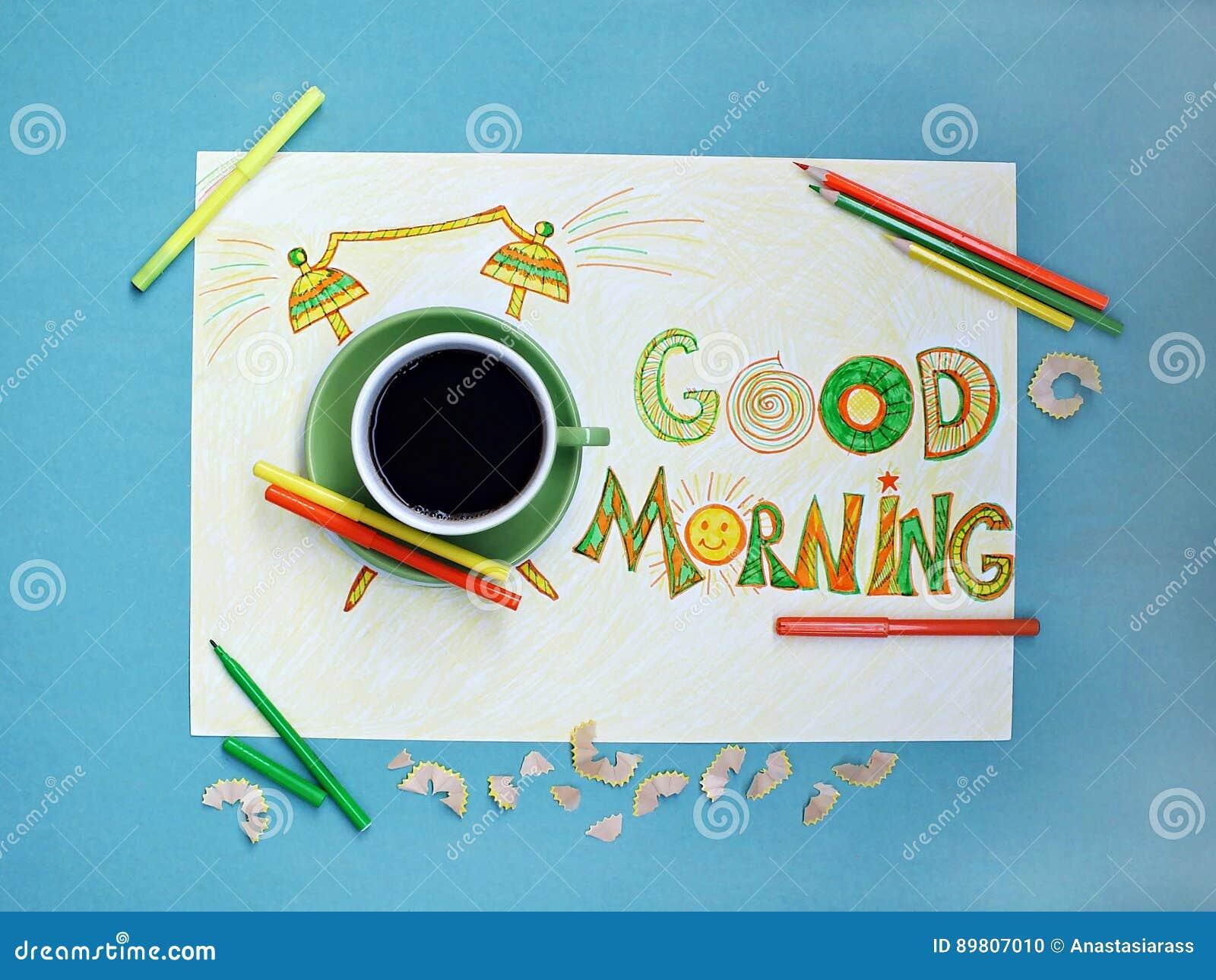 Conceito do café e do despertador do bom dia Xícara de café com o despertador tirado mão