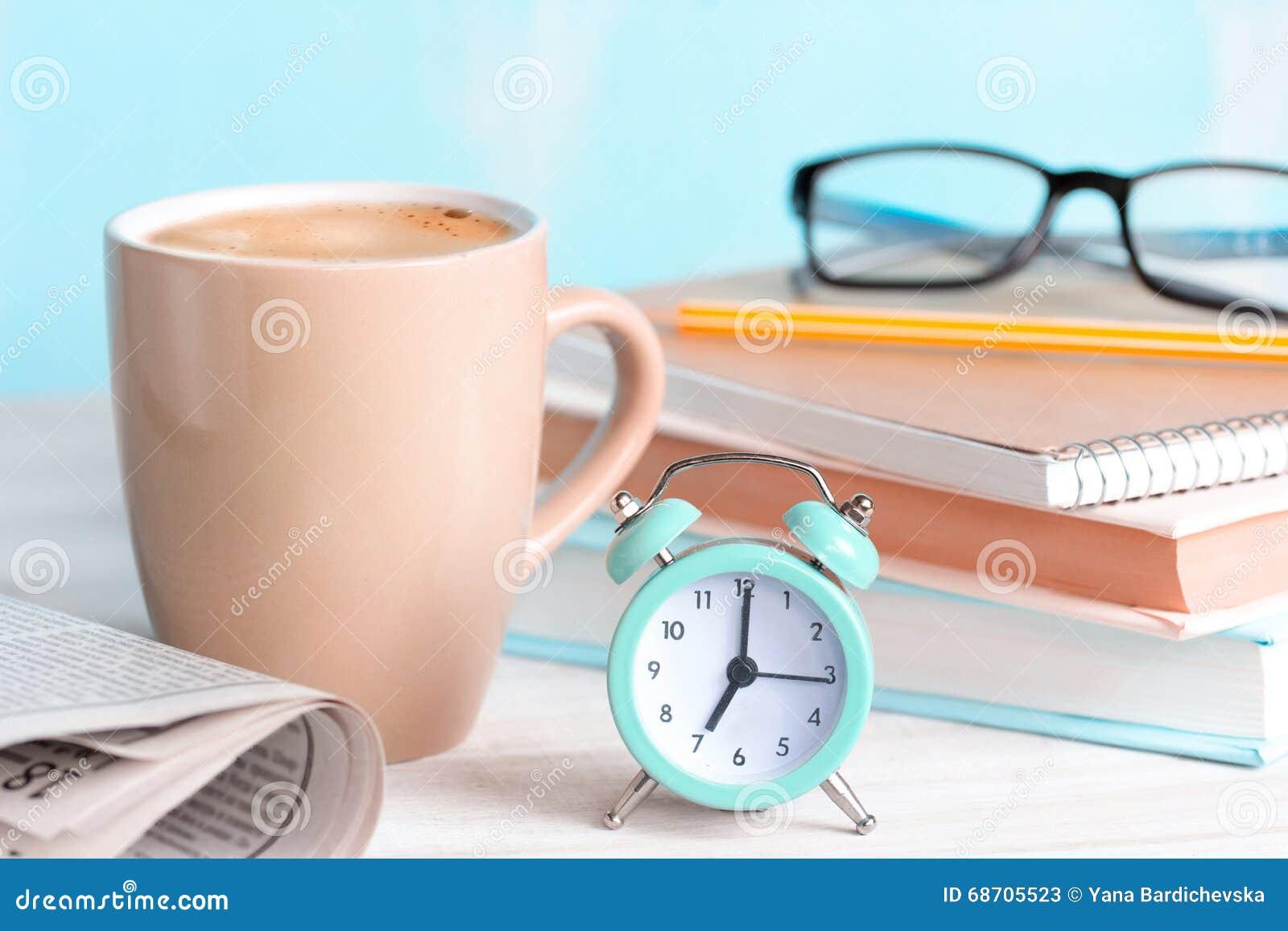 Conceito do começo do dia do café do bom dia