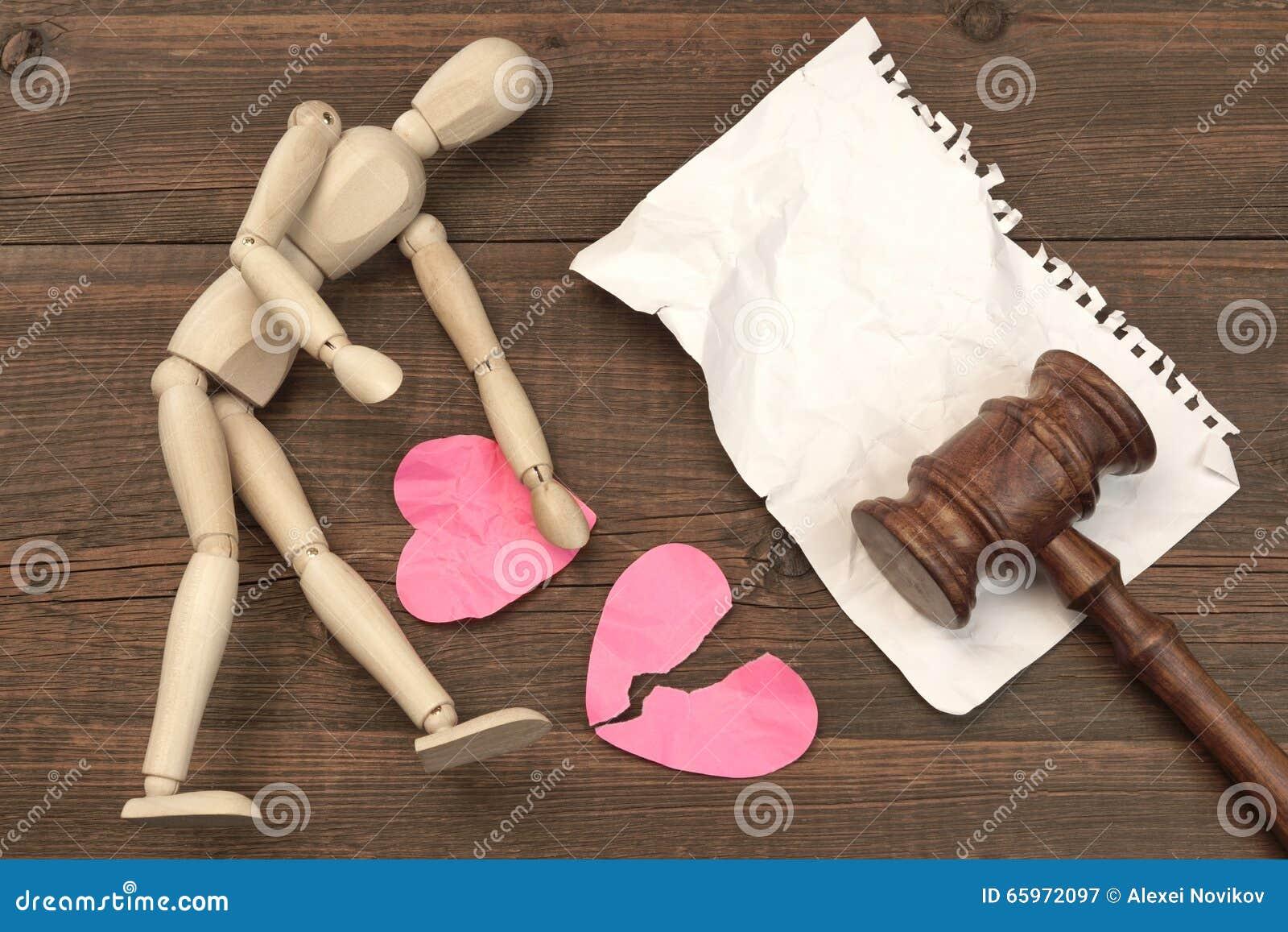 Conceito do divórcio na corte O martelo, livro de lei, julga o martelo