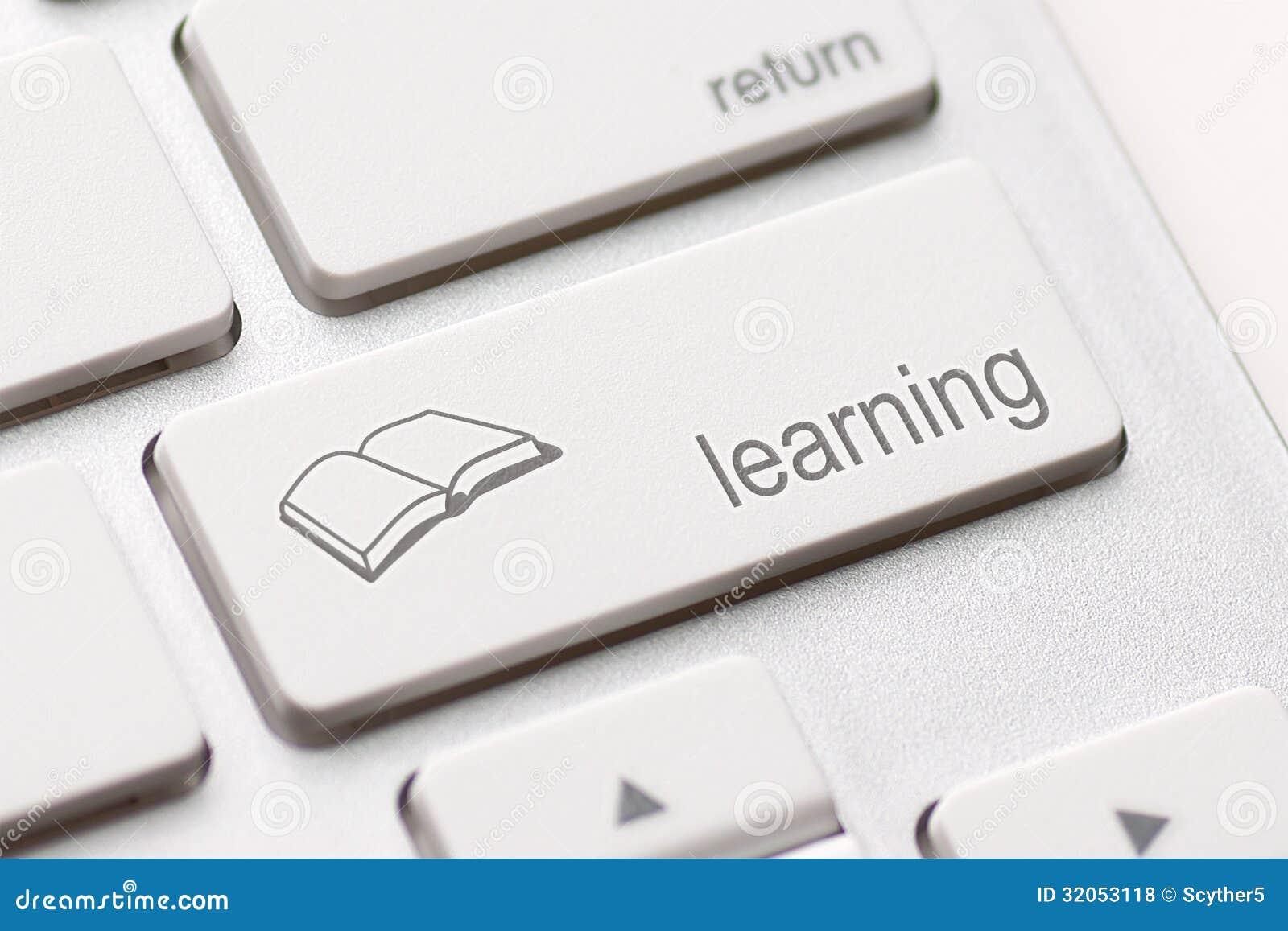 Conceito do ensino eletrónico. Teclado de computador