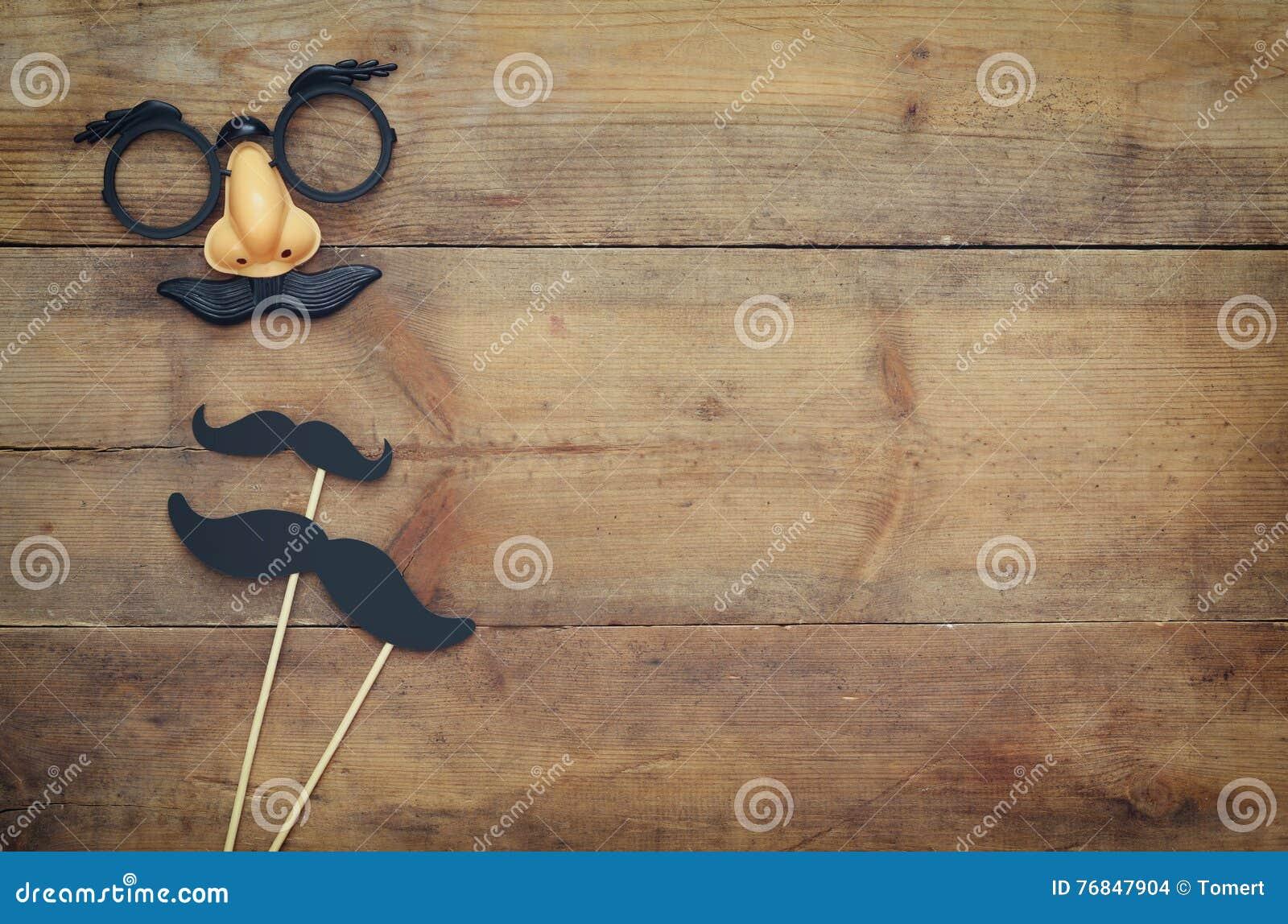 Conceito do feriado de Dia das Bruxas Máscara engraçada do bigode
