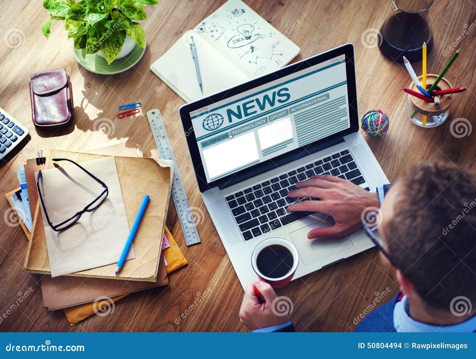 Conceito global de trabalho dos meios do jornalismo do Internet do computador do homem