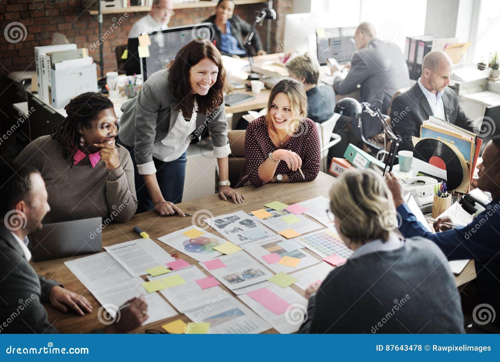 Conceito incorporado dos trabalhos de equipa da realização da cooperação