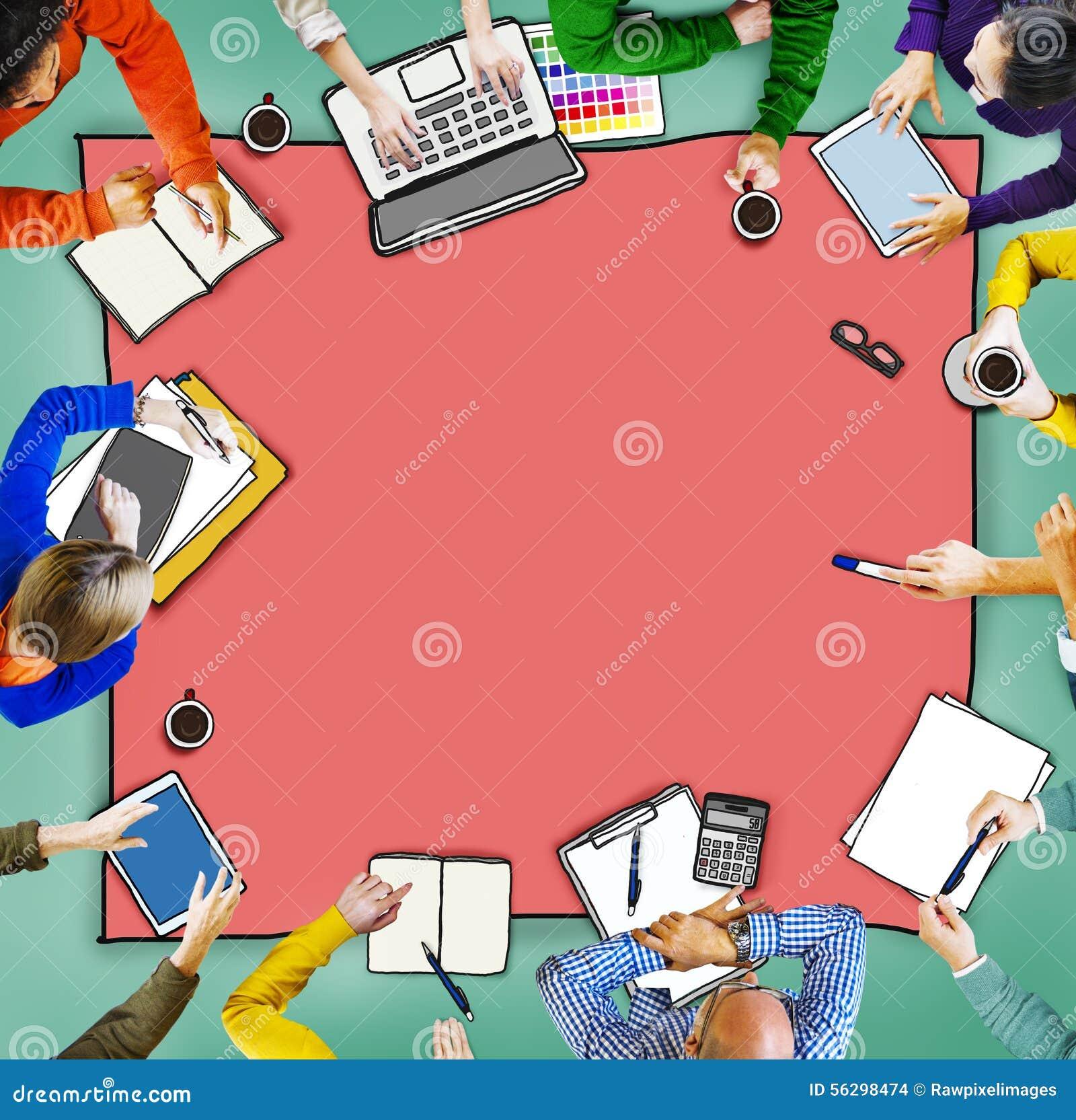 Conceito multi-étnico ocupado da sessão de reflexão do grupo de pessoas