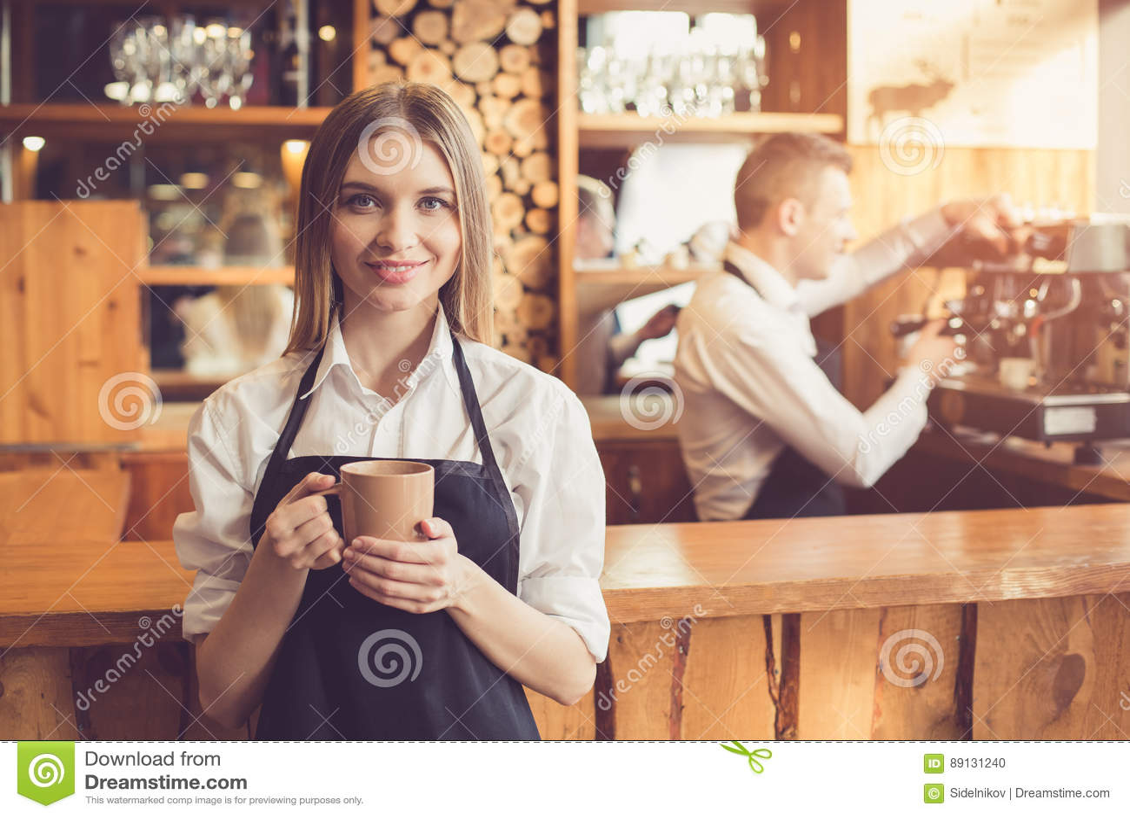 Conceito para o barista profissional na cafetaria