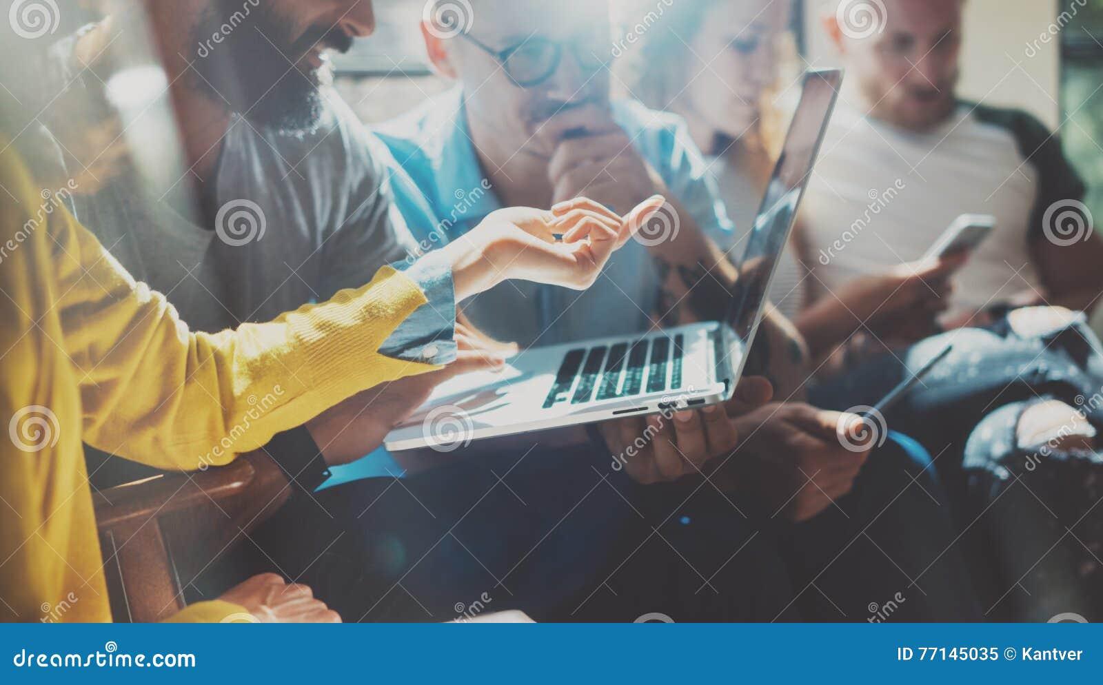 Conceito Startup da reunião de sessão de reflexão dos trabalhos de equipa da diversidade Processo de Team Coworker Analyze Strate