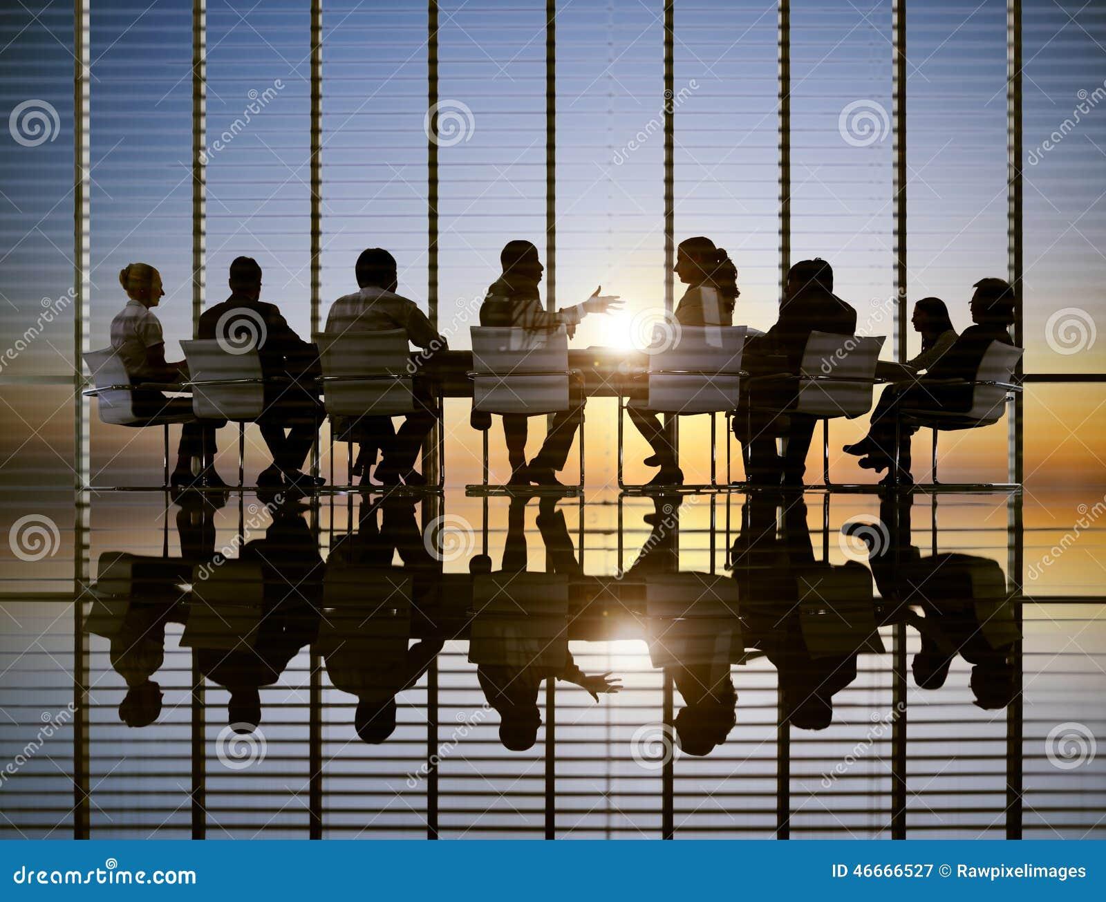 Conceitos profissionais da estratégia de Sun da reunião de negócios