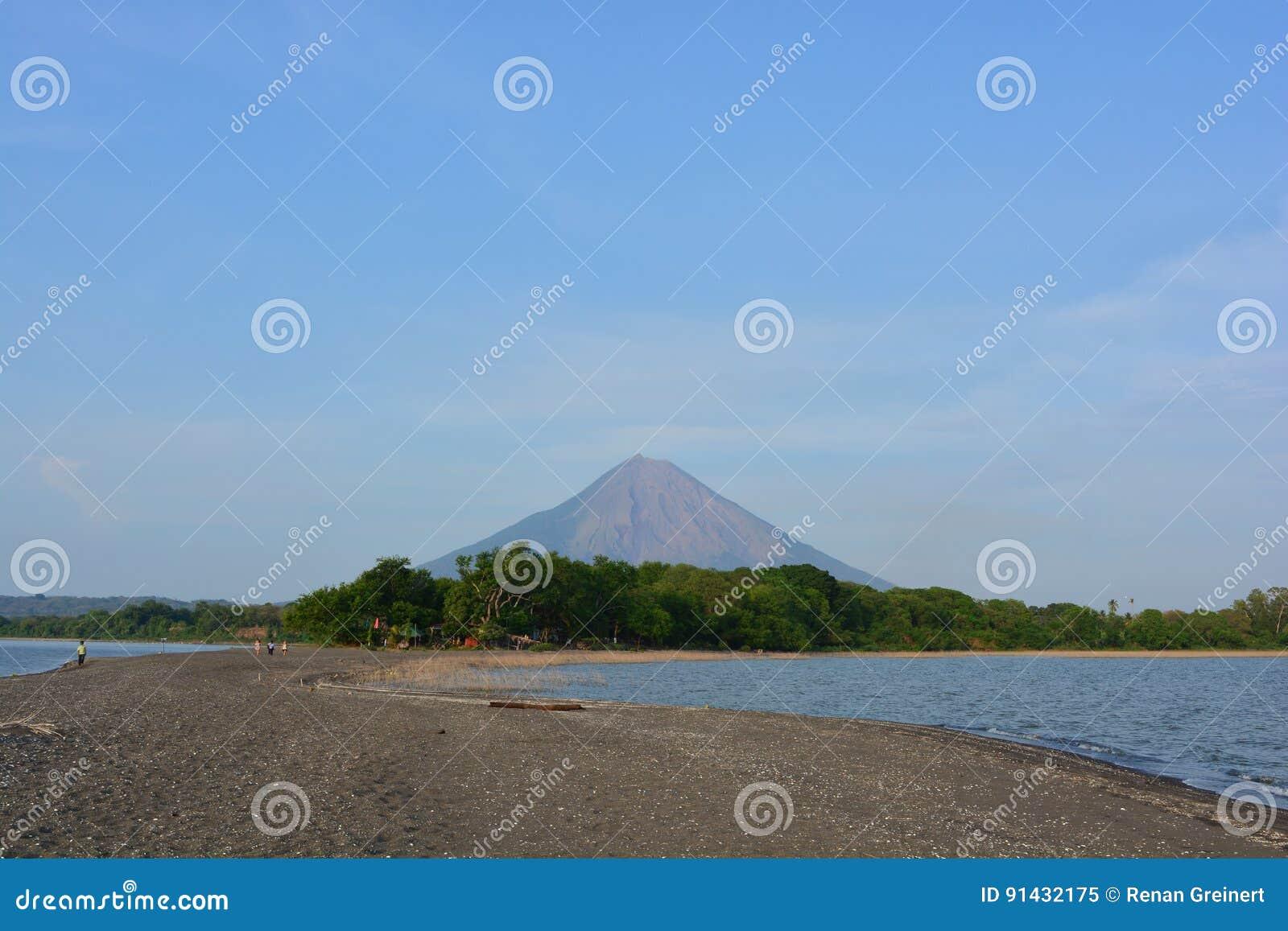 Concepcià ³ n wulkan przy Ometepe wyspą, Nikaragua