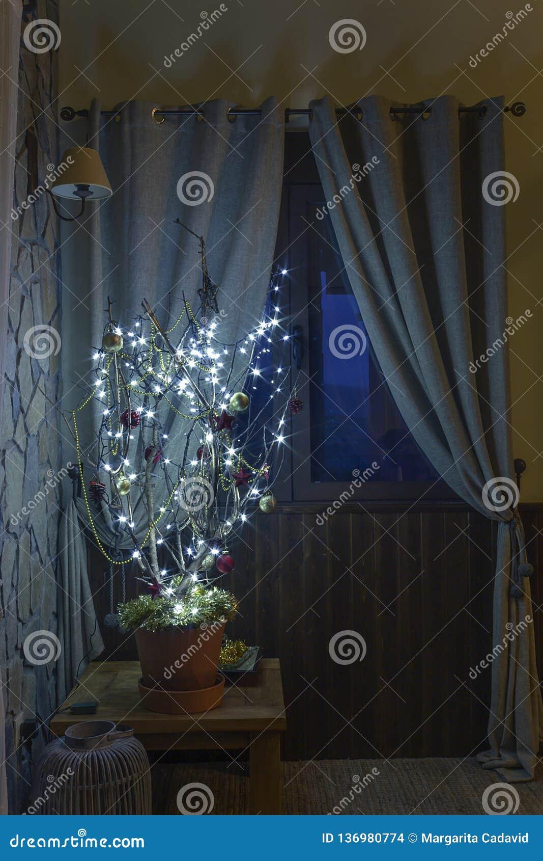 Concept étrange d arbre de Noël