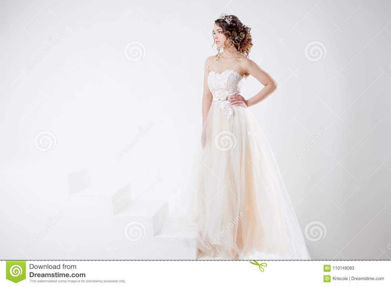 Dresses wedding with sleeves in cute concepts recommend to wear in autumn in 2019