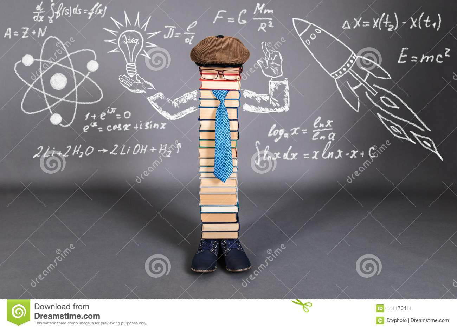 Concept d éducation de créativité avec le professeur peu commun