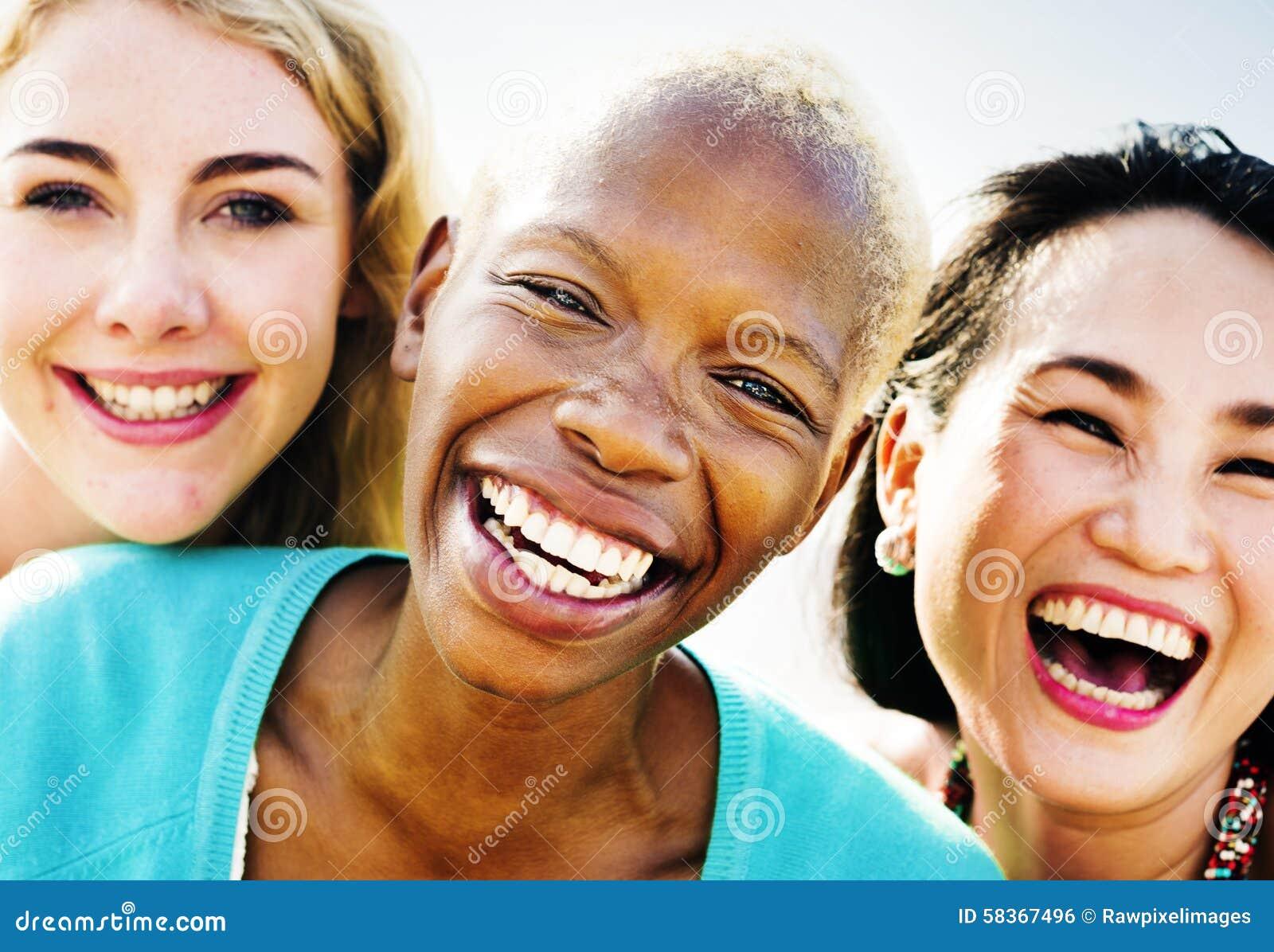 Concept d été de bonheur de partie d amitié d amies