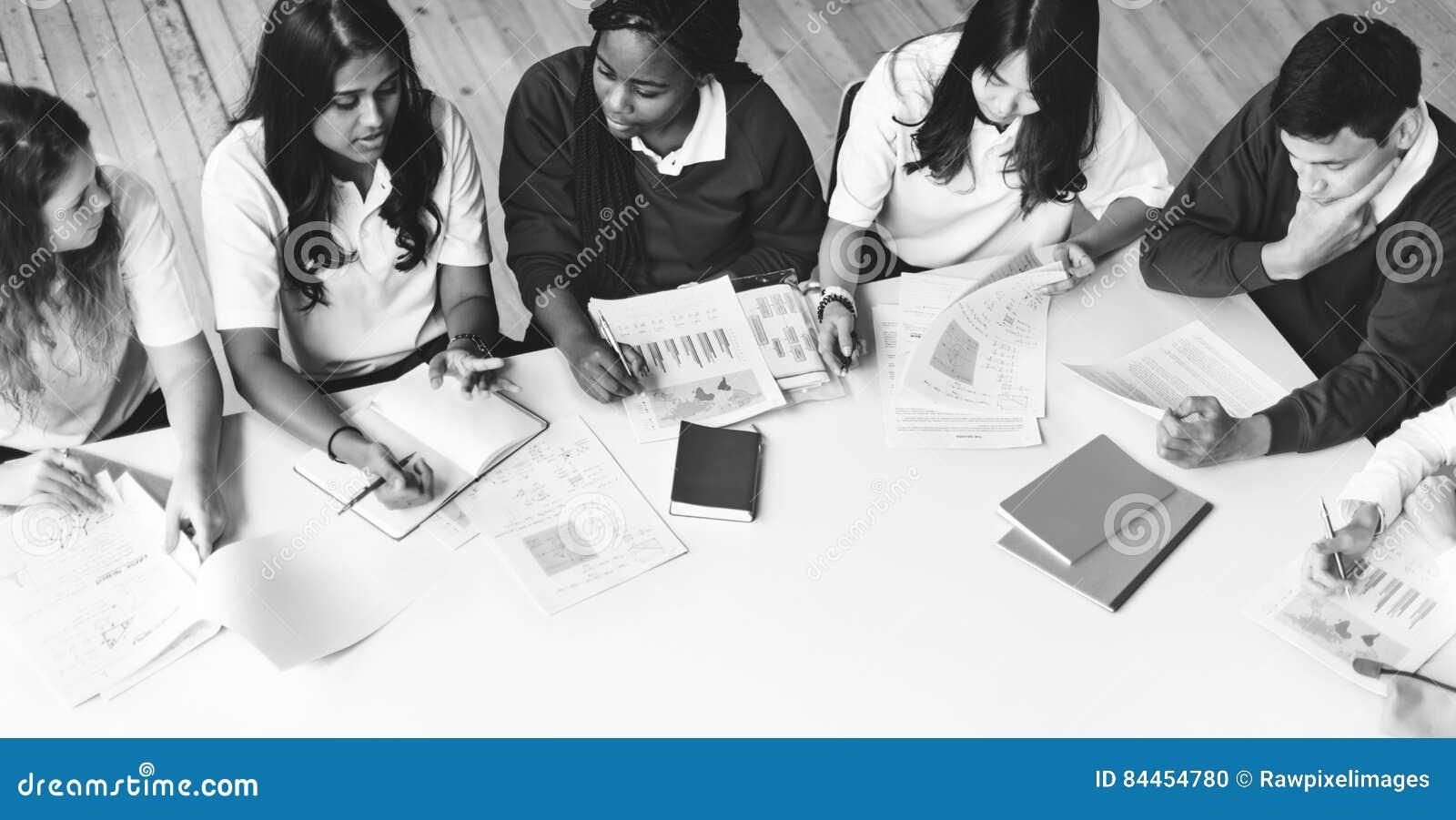 Concept d étude de Classmate Friends Understanding d étudiant