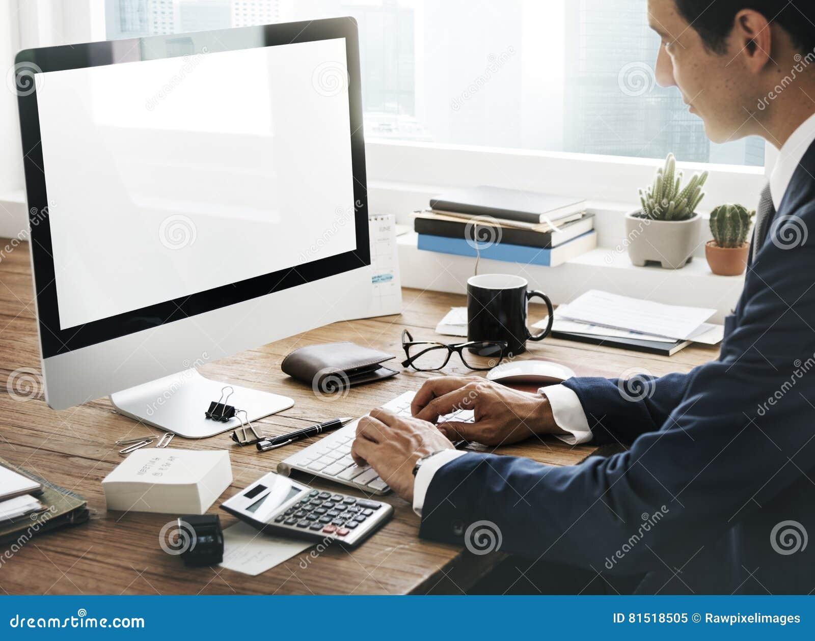 Concept d espace de travail de dispositifs de Digital d analyse de comptabilité