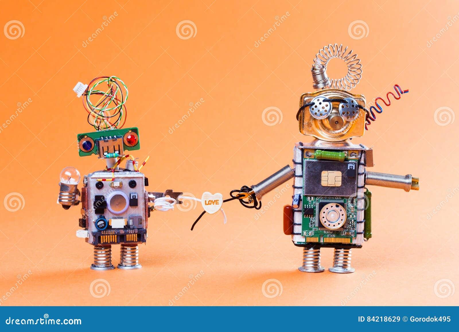 Concept d histoire d amour de robot La prise drôle de circuit joue avec le symbole d ampoule et de coeur de lampe Les visages mig