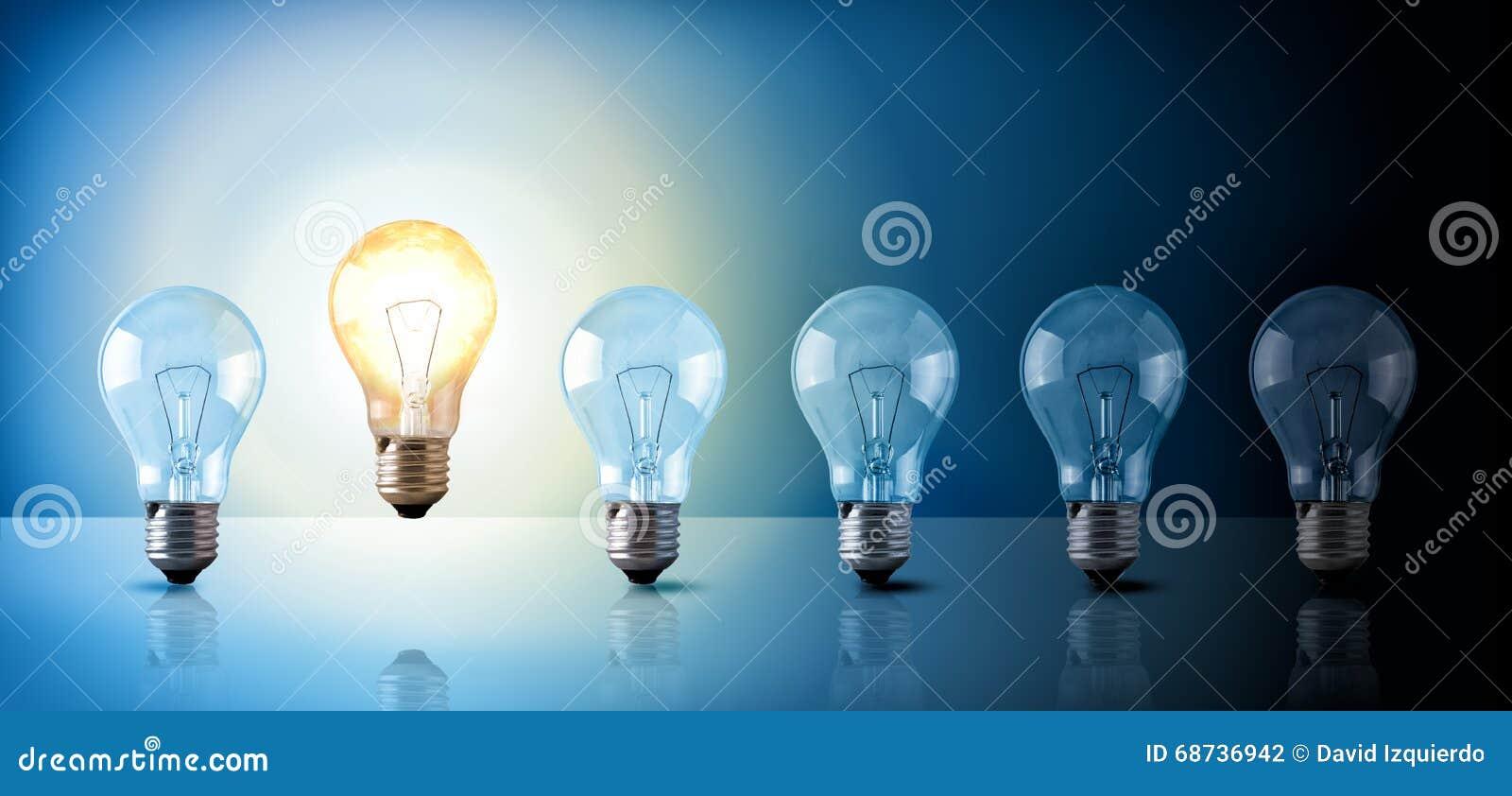 Concept D Idee Avec L Ordre D Ampoules Sur Le Fond Bleu Illustration Stock Illustration Du Ordre Fond 68736942