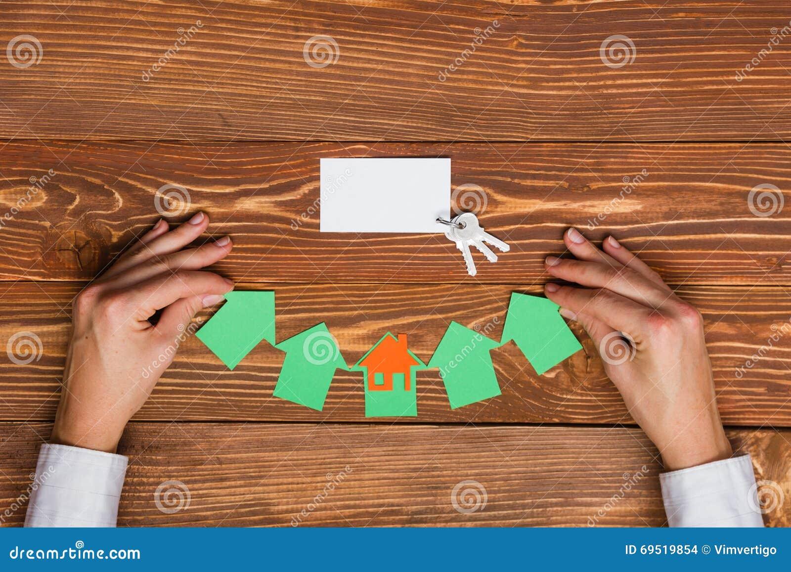Chiffre De Papier Maison Et Carte Visite Professionnelle Vierge Sur Le Fond En Bois Concept 6 Dimmeubles Vue Suprieure