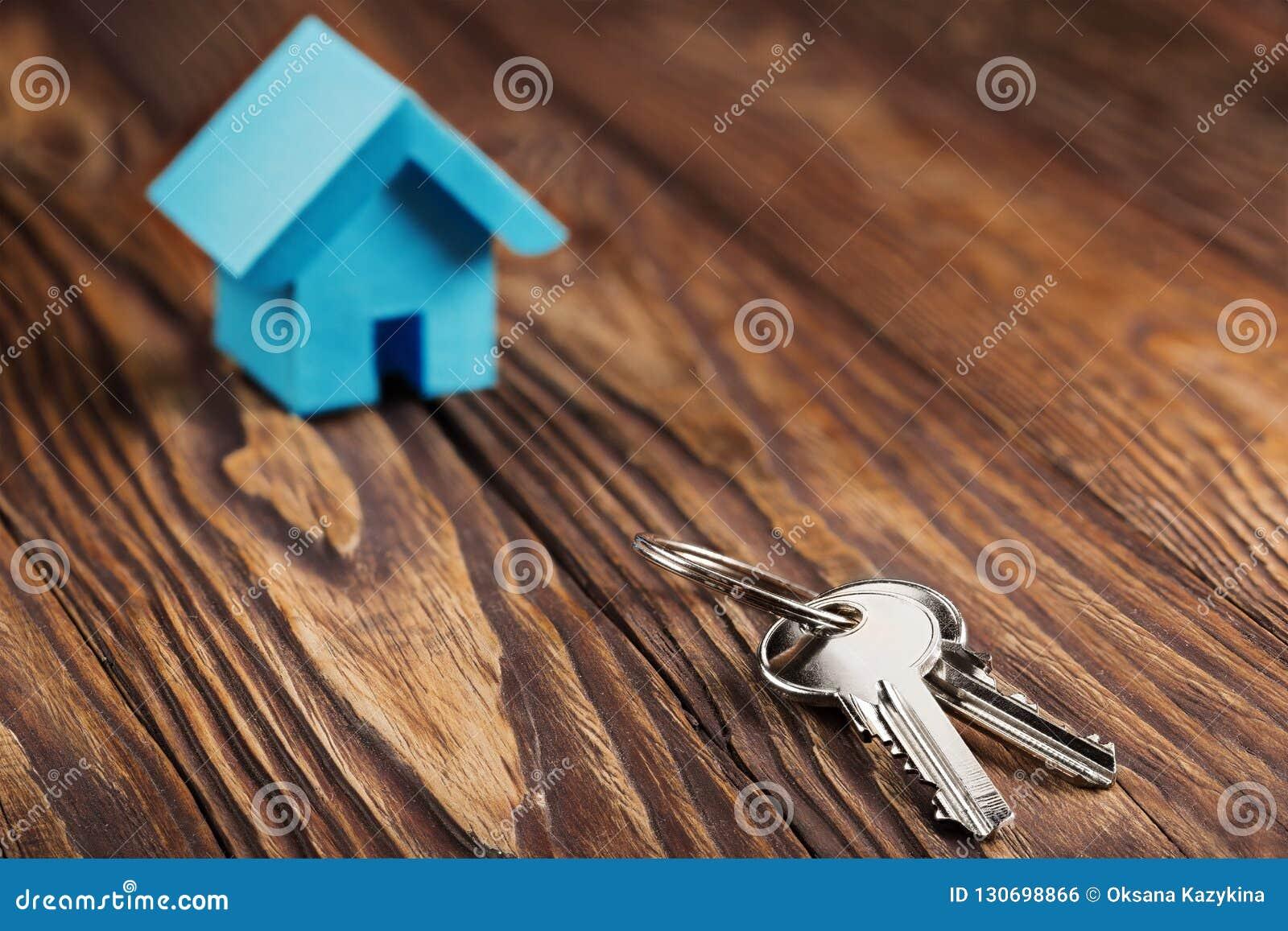 Concept D Immobiliers Avec La Petite Maison Bleue De Papier