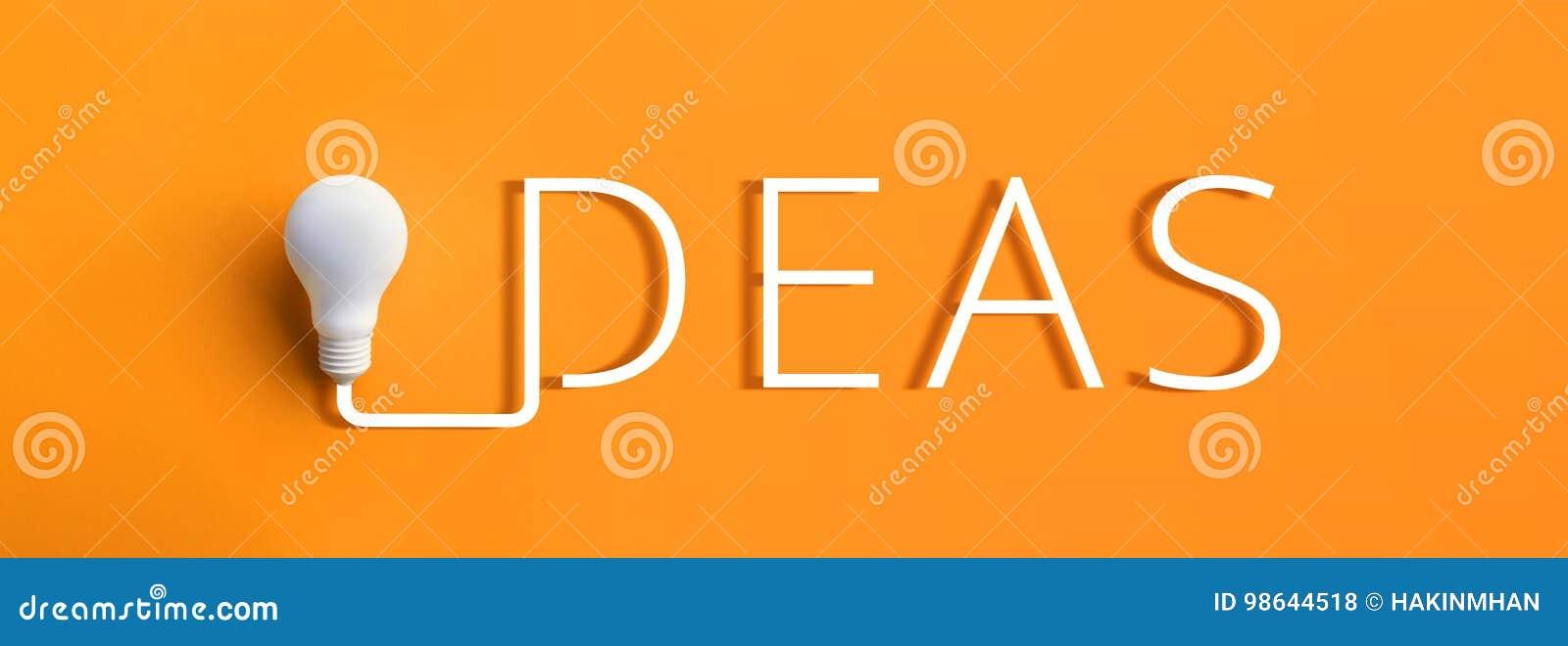 Concept d inspiration de créativité avec l ampoule et le texe d idées dessus