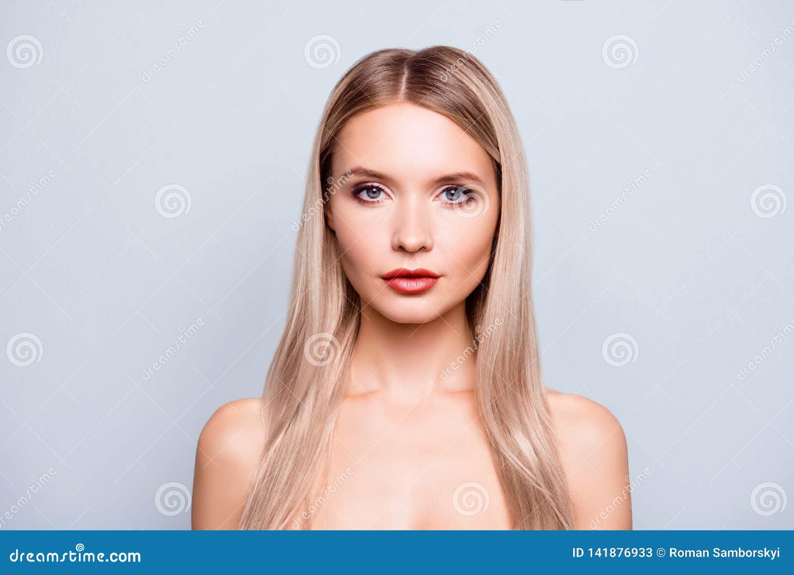 Concept de avoir la beauté naturelle Fin vers le haut attrayant mignon avec du charme sûr de portrait de bel bel elle sa femme