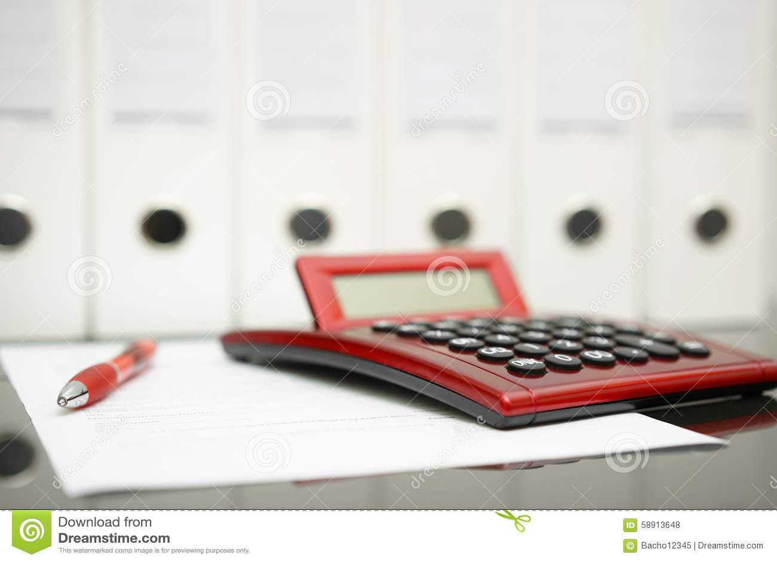 concept de bureau de comptable avec la calculatrice stylo document photo stock image 58913648. Black Bedroom Furniture Sets. Home Design Ideas