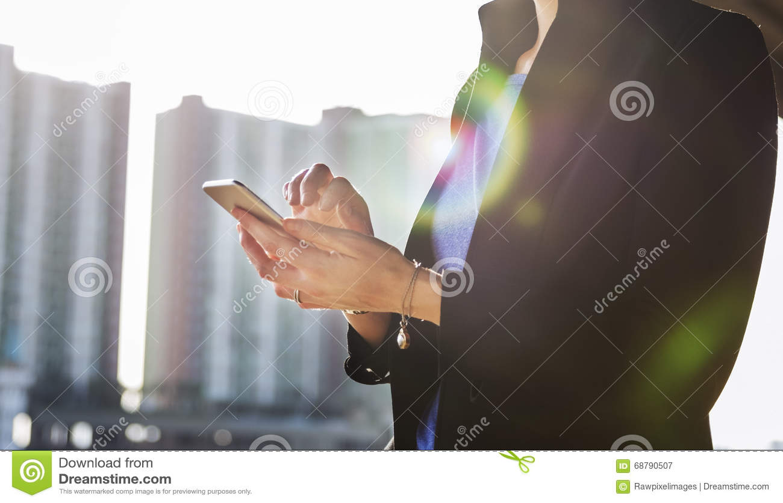 Concept de dispositif de Lifestyle Using Connection de femme d affaires