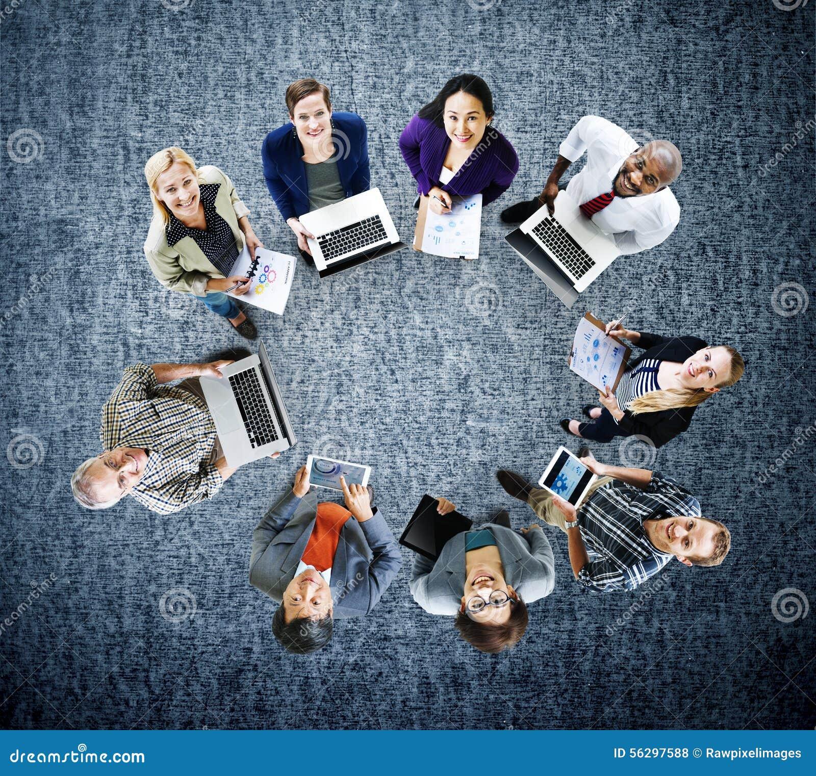 Concept de dispositifs de Digital d ordinateur portable de technologie de télécommunications mondiales