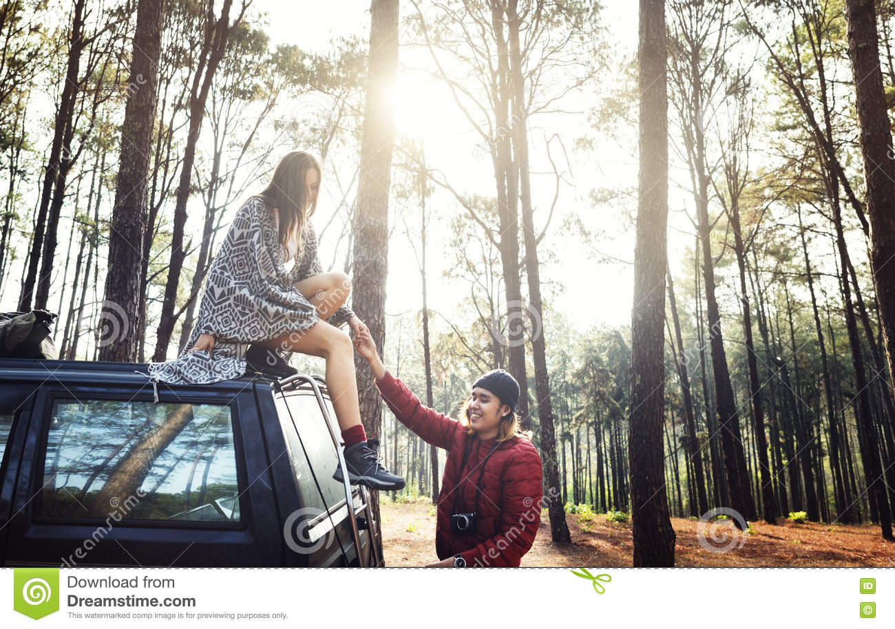 Concept de Forest Car Boyfriend Girlfriend Helping