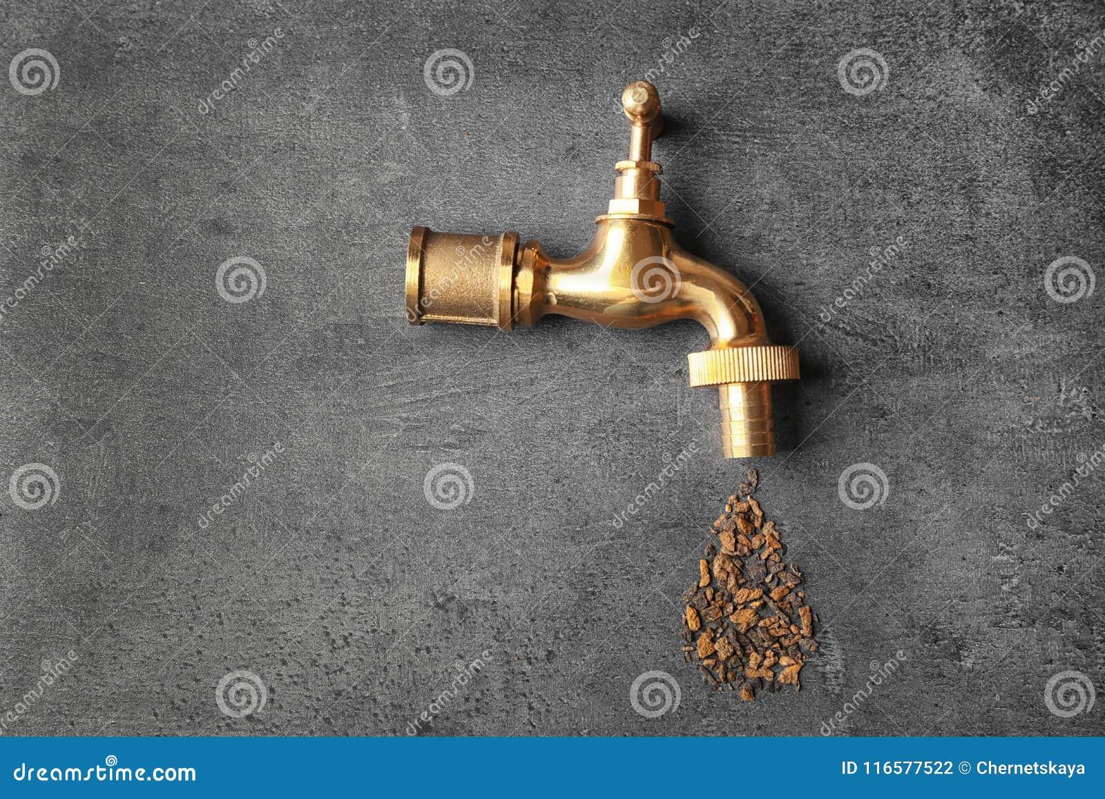 Concept de manque d eau Tapez avec la rouille