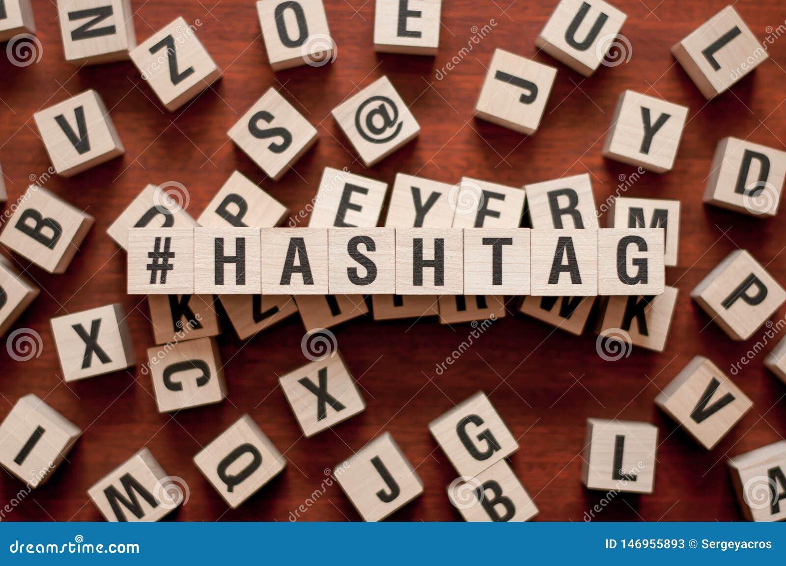 Concept de mot de HASHTAG sur des cubes