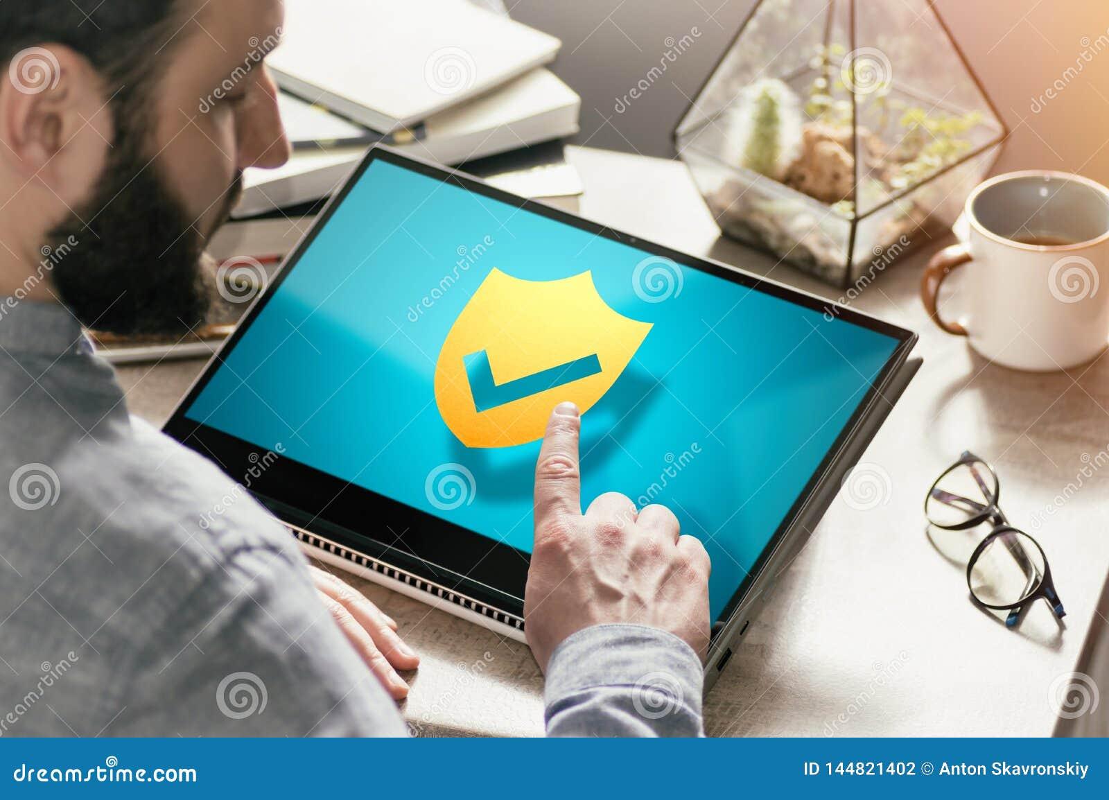 Concept de pare-feu, protection d antivirus, assurance en Web image