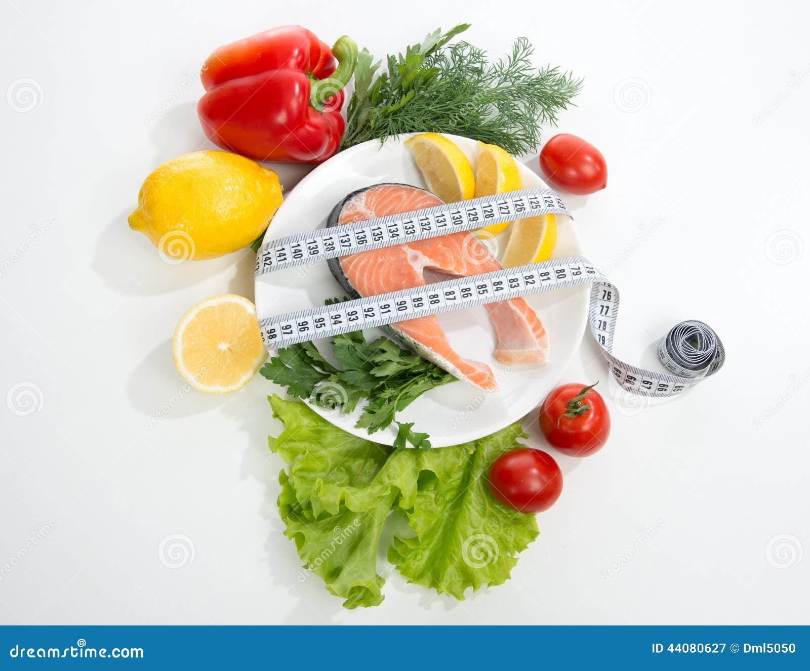 Concept de perte de poids de régime Bifteck saumoné frais