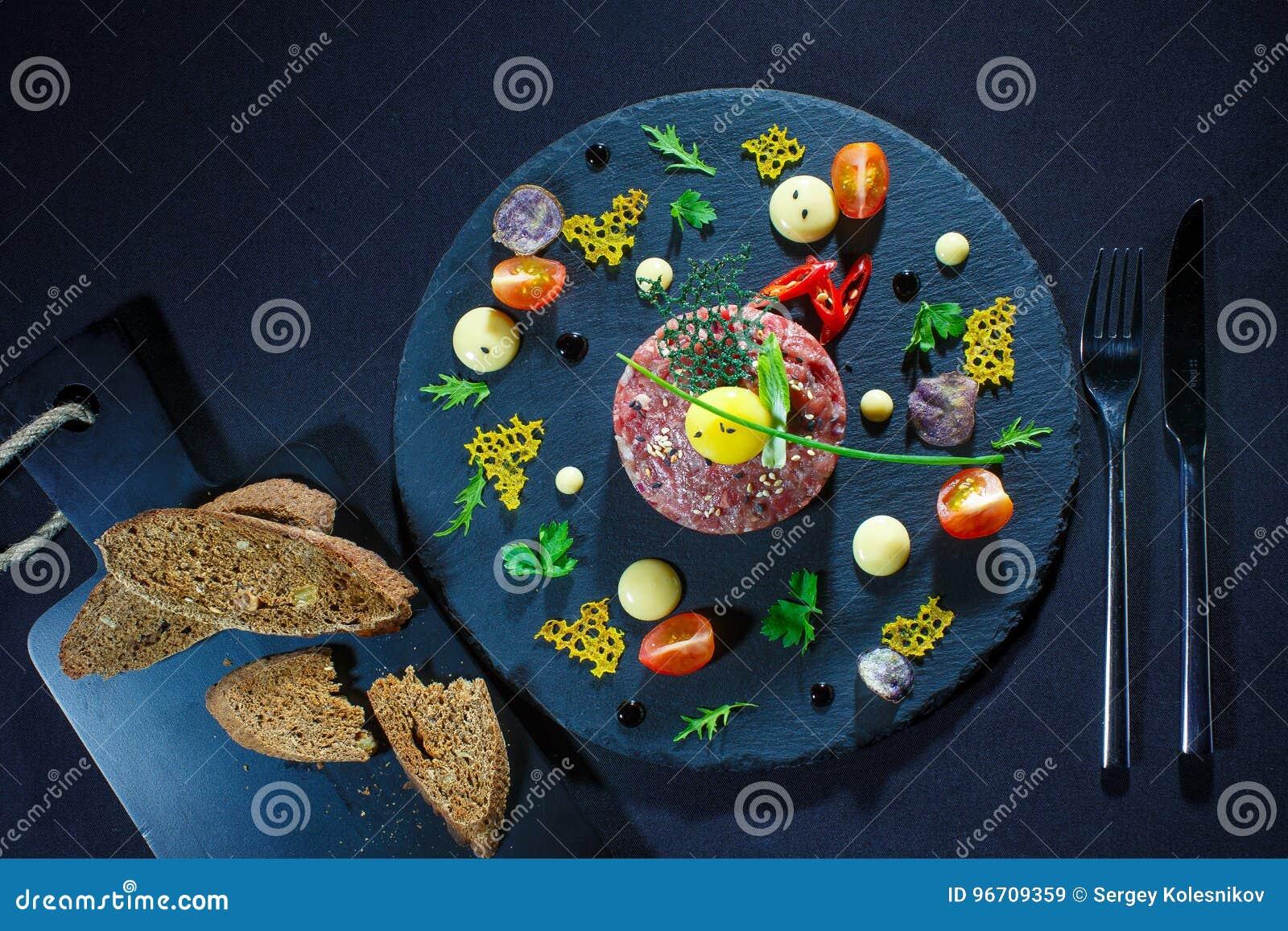 Concept de Plats gastronomiques Les divers casse-croûte et fruits, veggies ajournent f