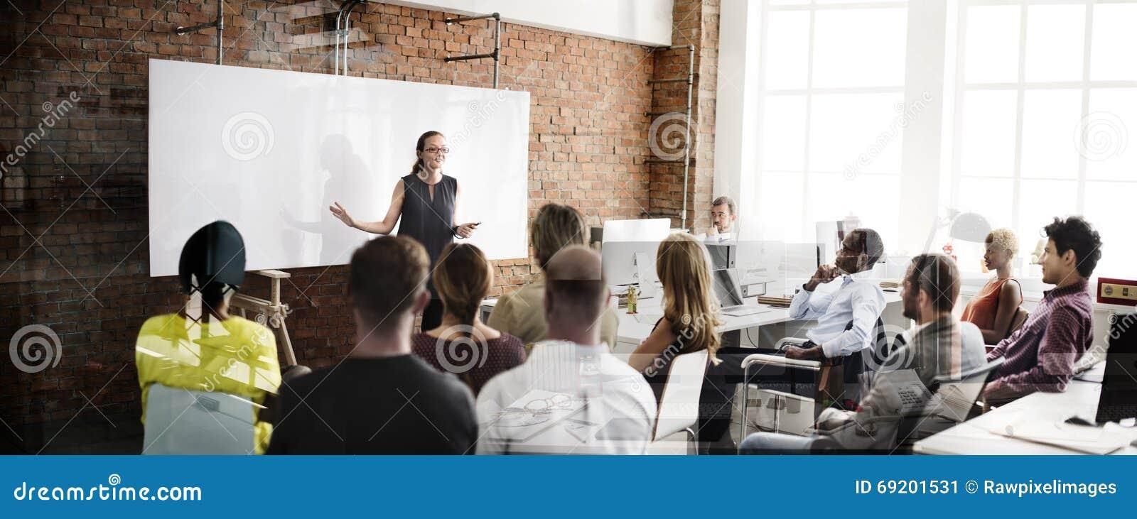 Concept de réunion de séminaire de stratégie commerciale de formation