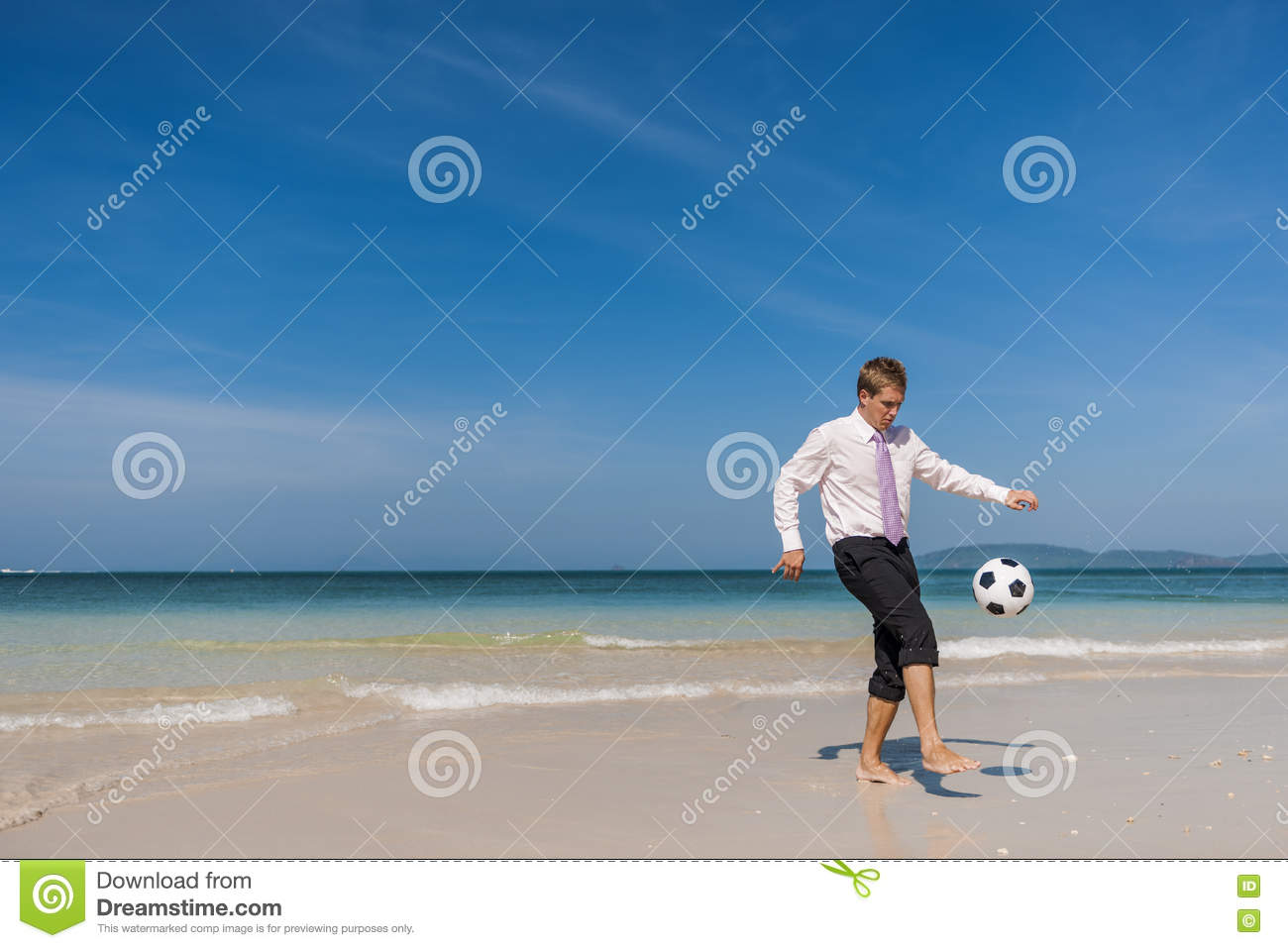 Concept de relaxation de Travel Beach Football d homme d affaires