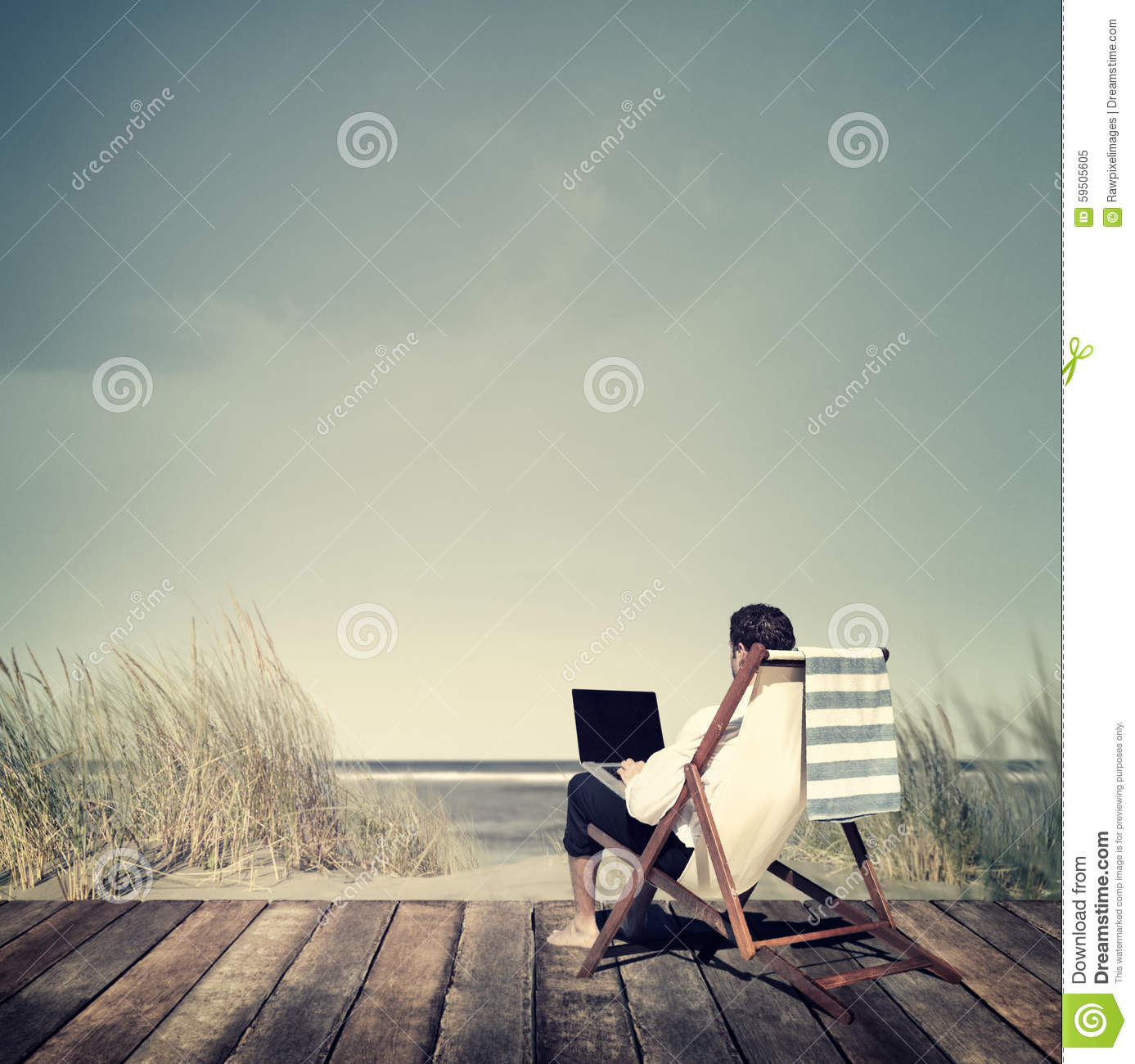 Concept de relaxation de Working Summer Beach d homme d affaires