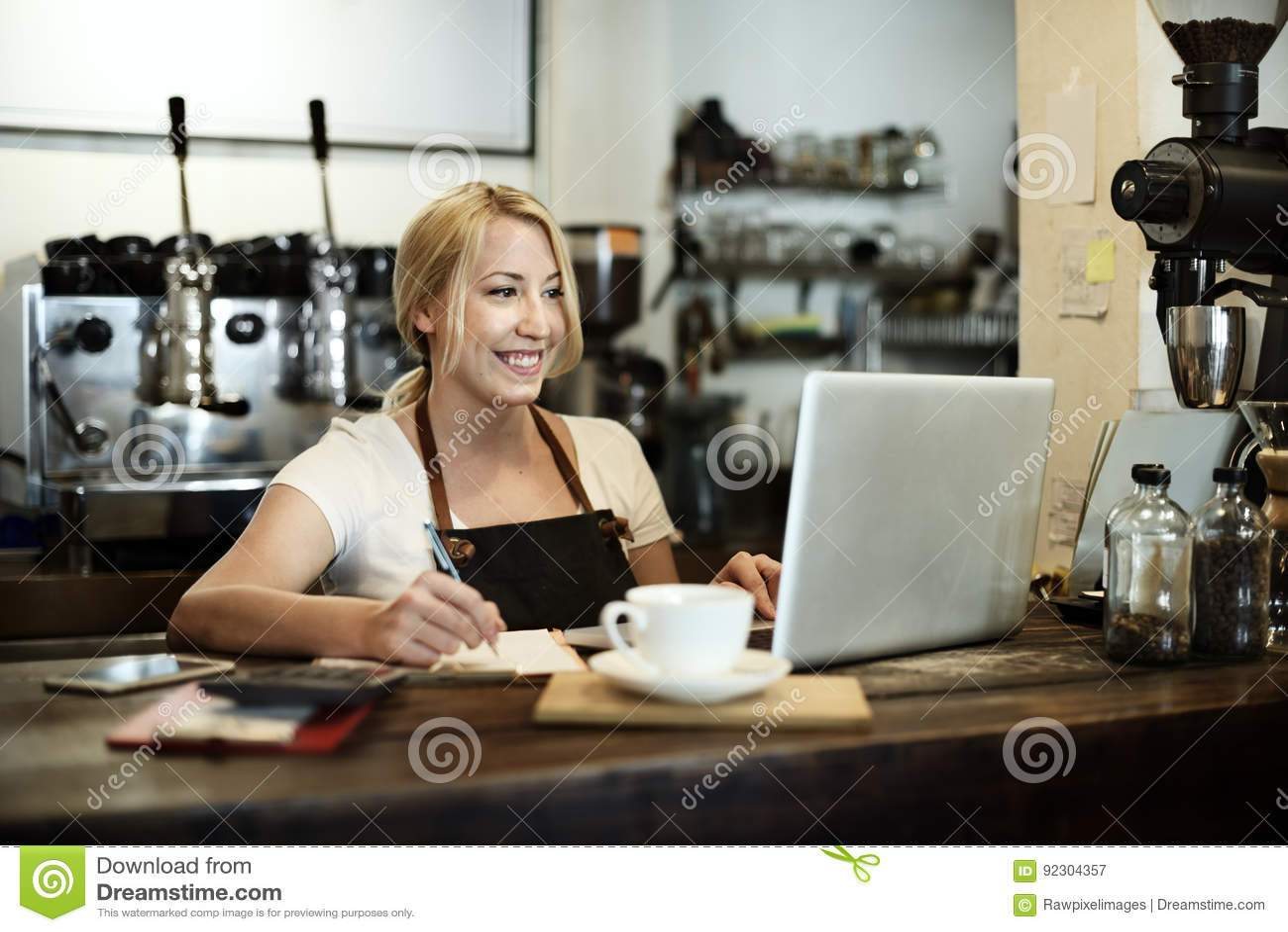 Concept de tablier de Staff Serving Cafeteria de serveur de café de café