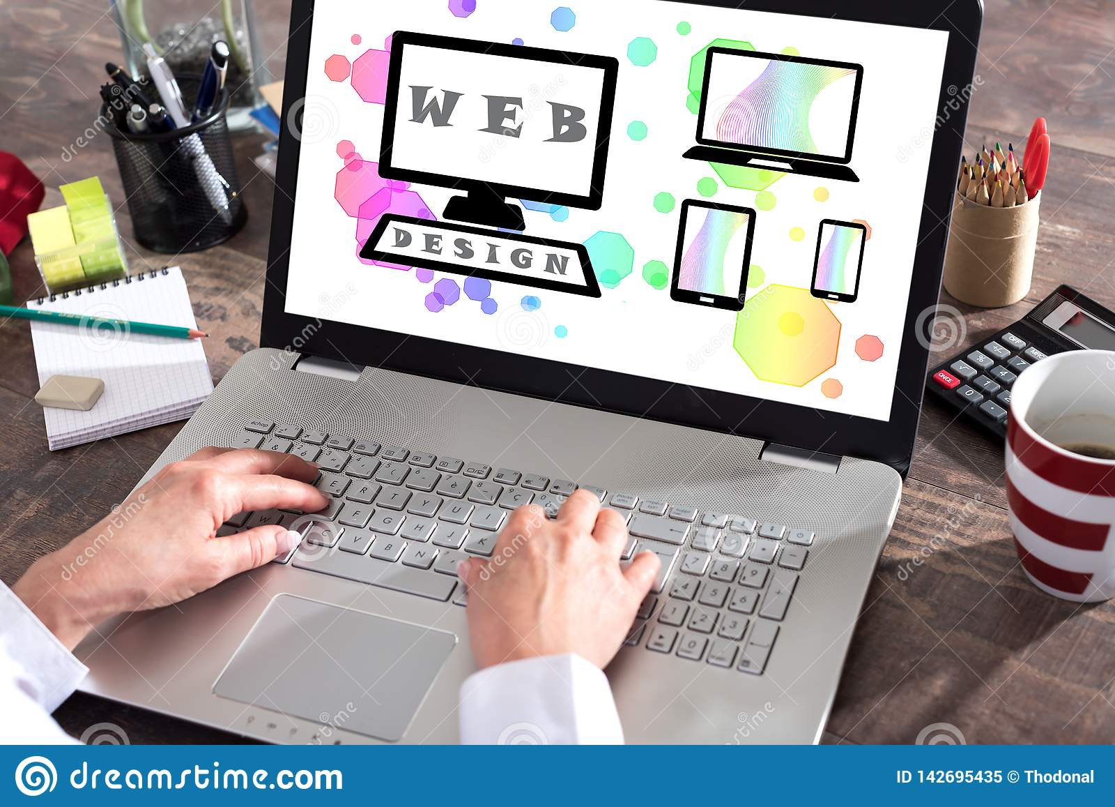Concept de web design sur un écran d ordinateur portable
