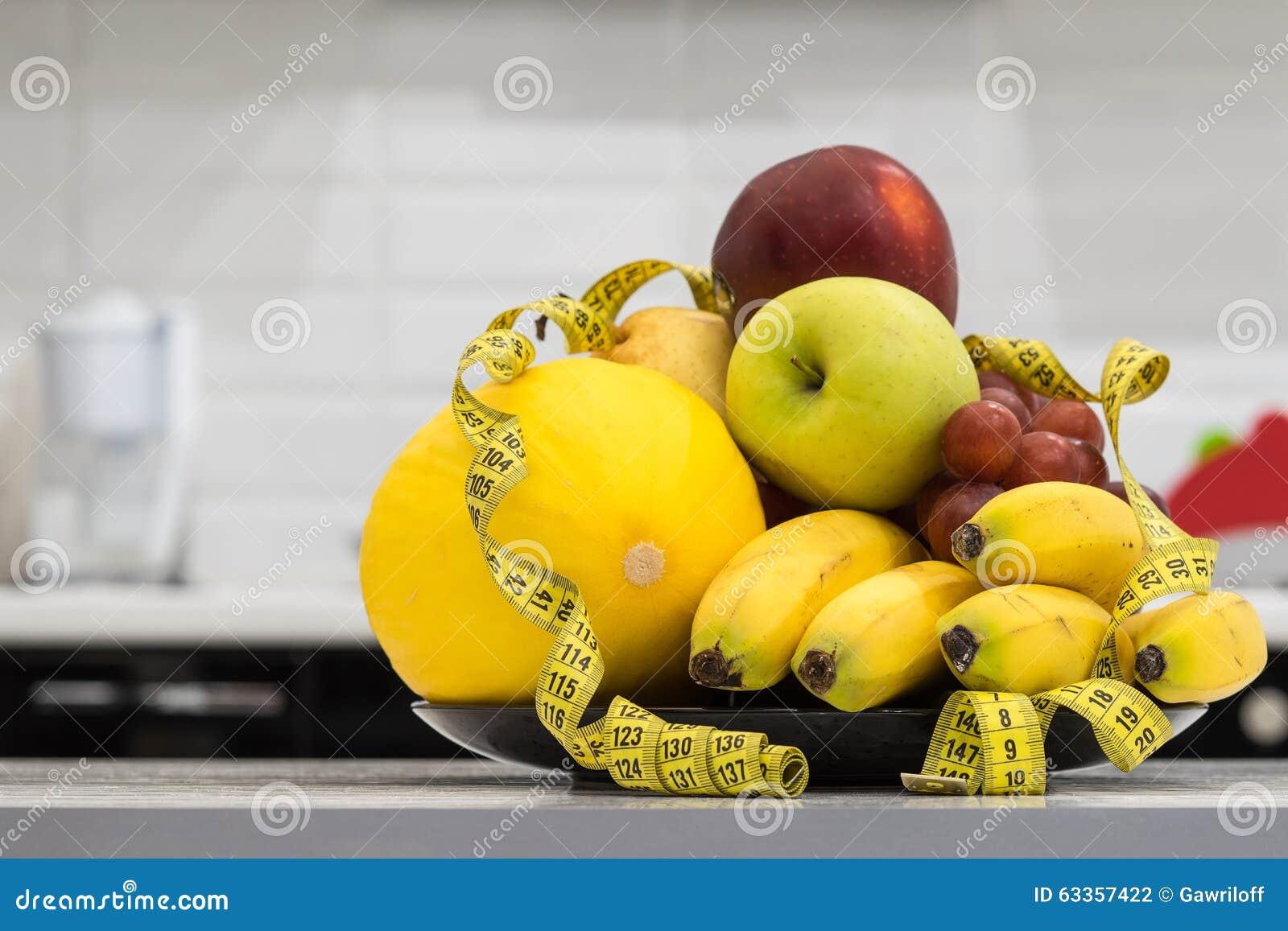 Concept dieet Low-calorie fruitdieet Dieet voor gewichtsverlies