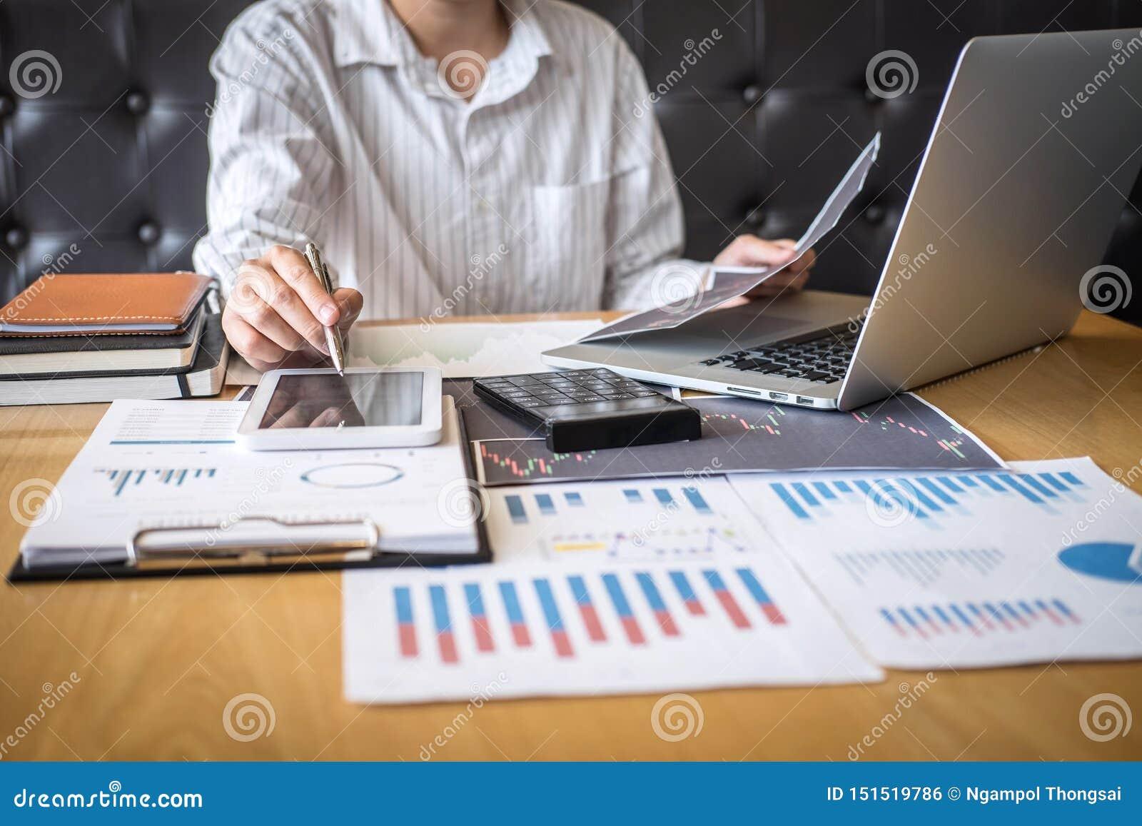 Concept du marché de bourse des valeurs, commerce d investisseur d affaires ou courtiers courants ayant une planification et l an
