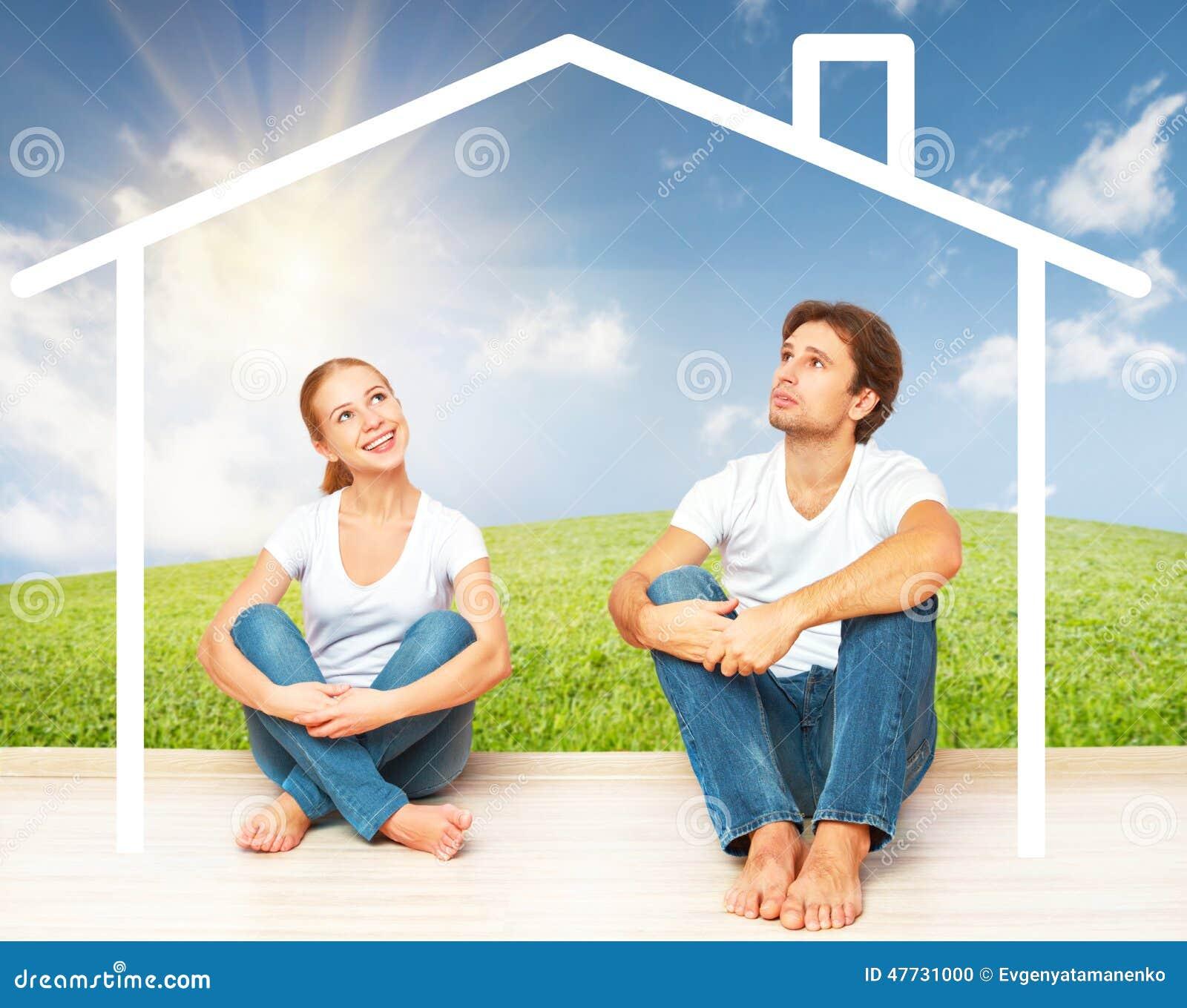 Concept: huisvesting en hypotheek voor jonge families paar die van huis dromen
